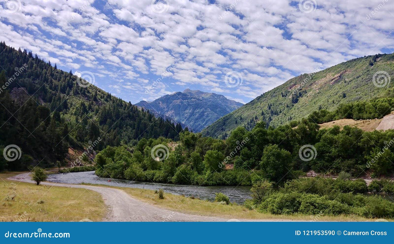 Montanhas no meio do caminho, Utá de Wasatch da garganta e do rio de Provo