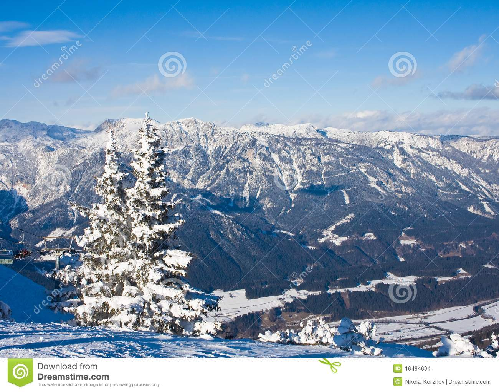 Montanhas sob a neve. Schladming. Áustria