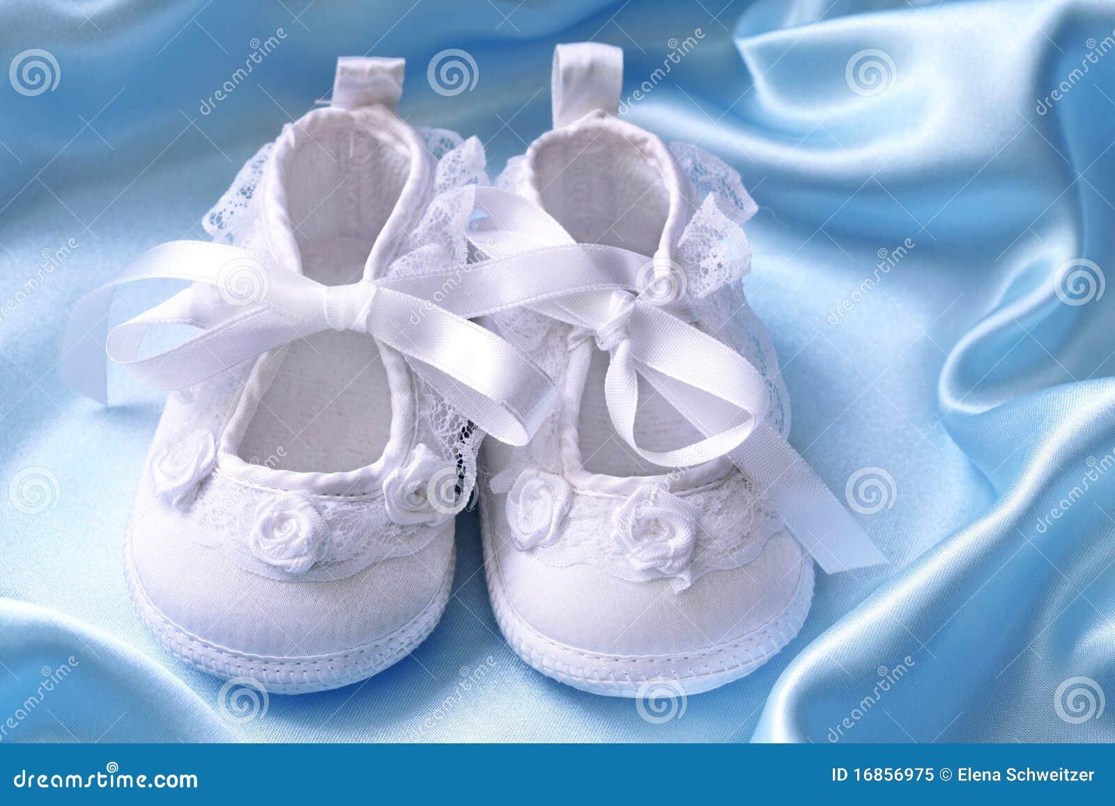 Montantes brancos do bebê