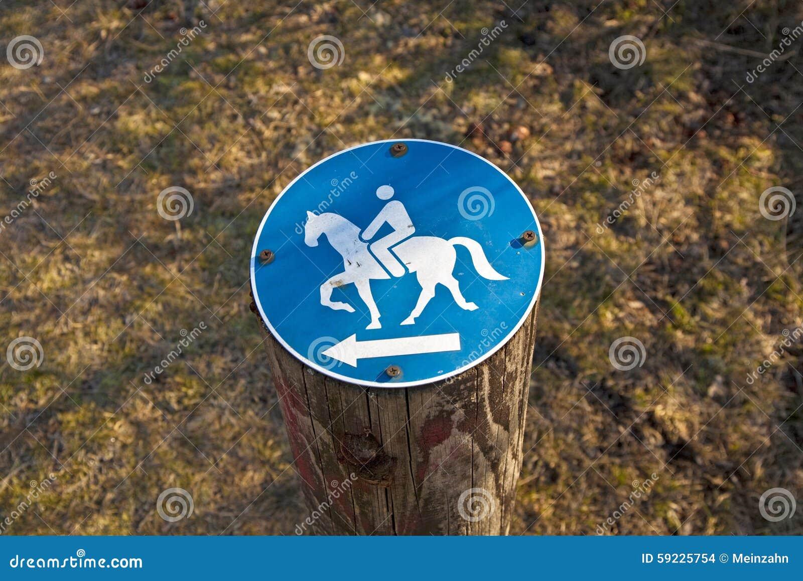 Download Montar A Caballo De La Muestra Permitido Foto de archivo - Imagen de caballo, wooden: 59225754