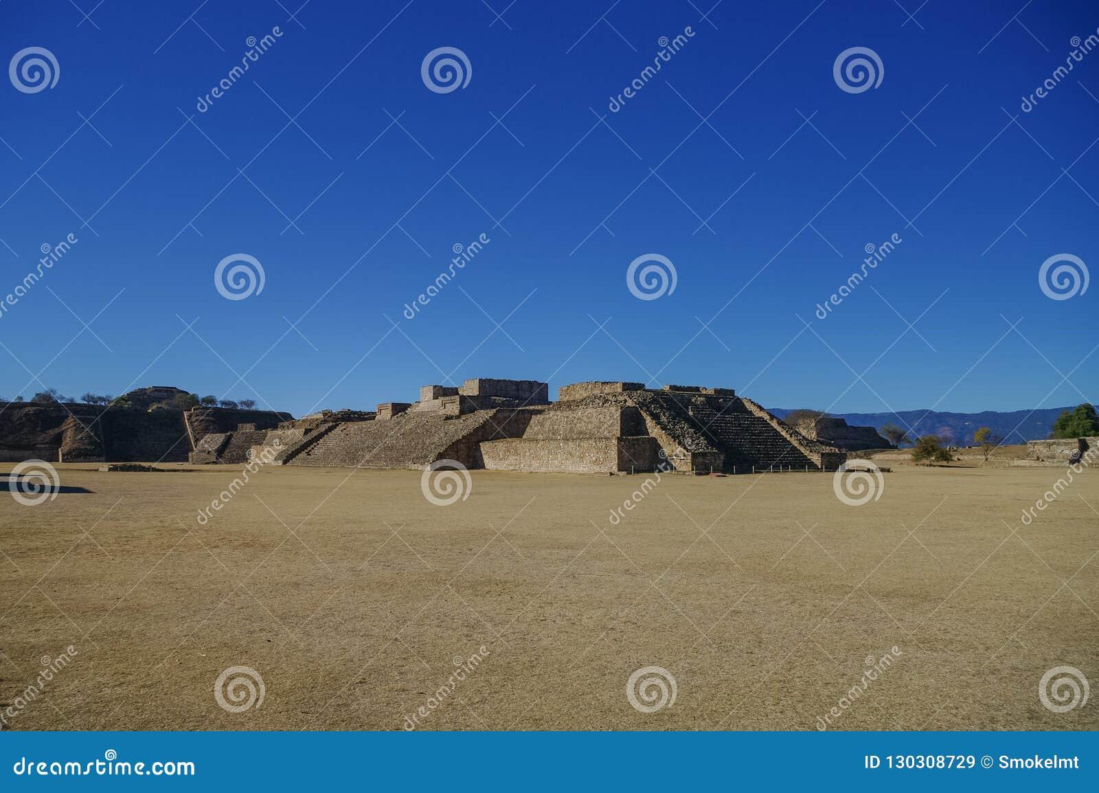 Monte Alban - as ruínas da civilização em Oaxaca, M de Zapotec