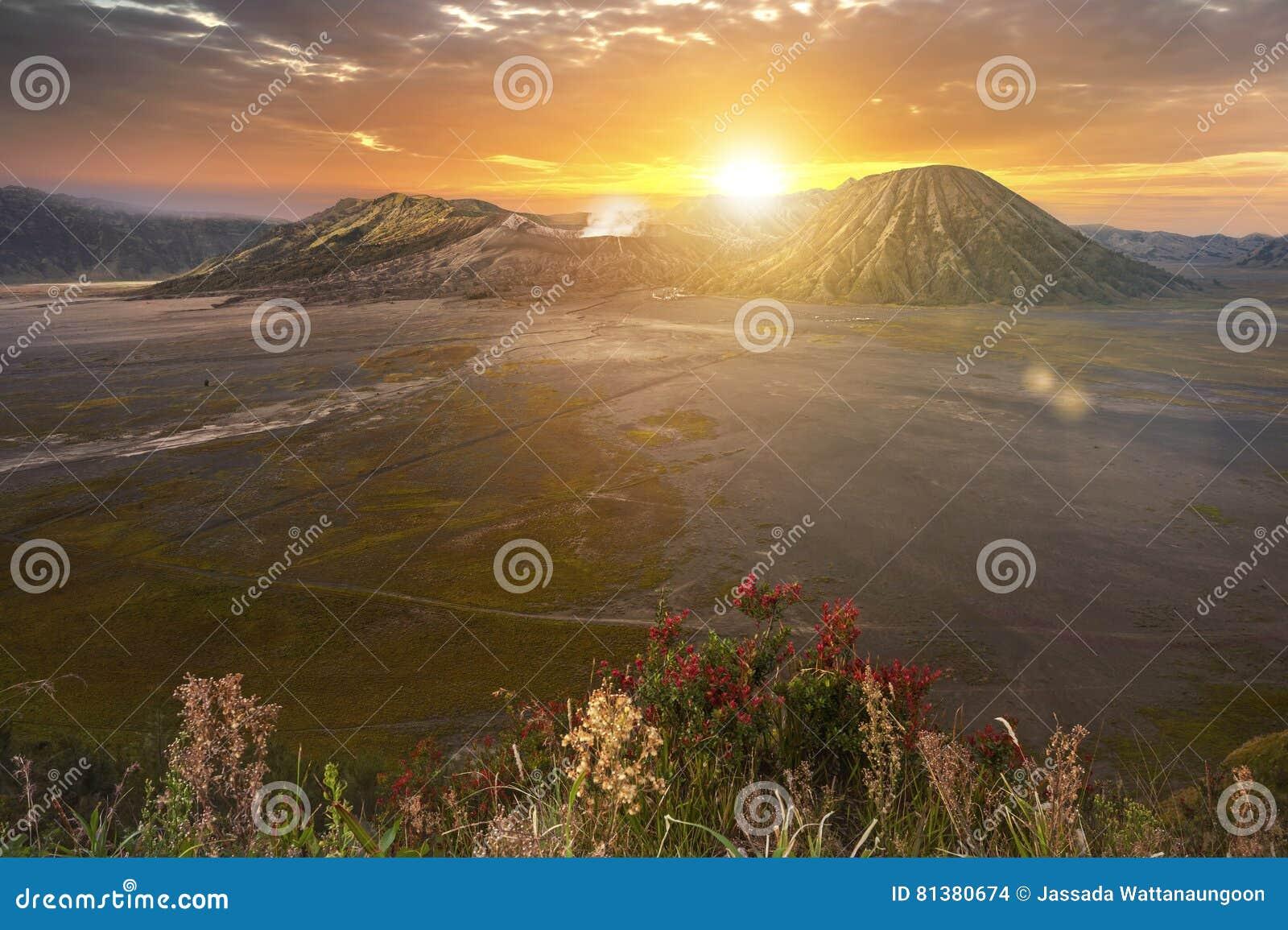 Monte Bromo Gunung Bromo en la salida del sol en Java Oriental, Indonesia