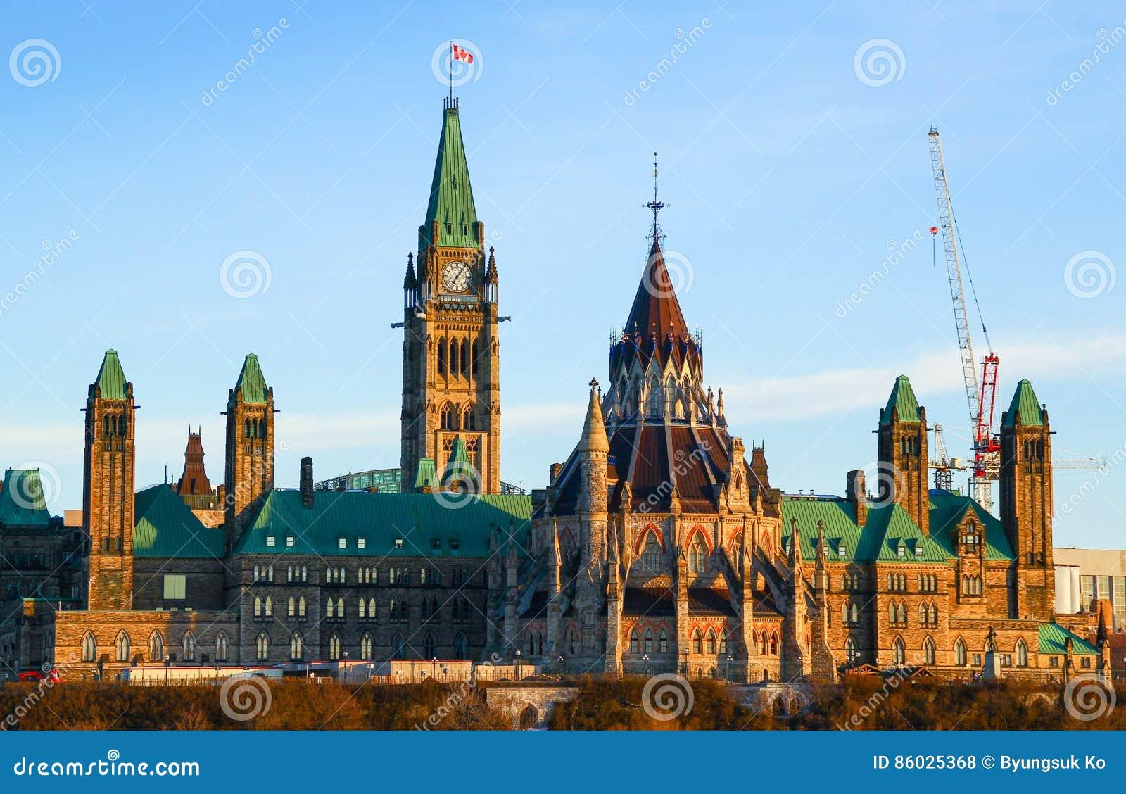 Monte do parlamento e a casa canadense do parlamento