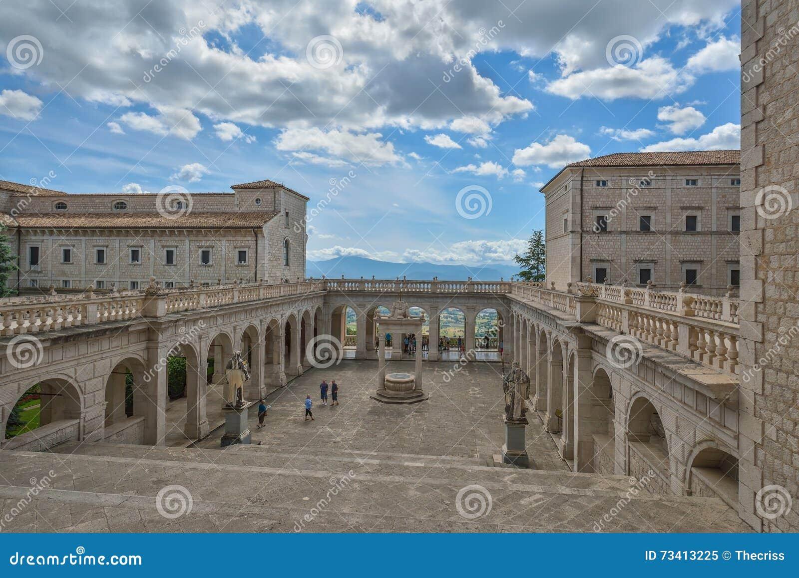Montecassino italia 1 giugno interno dell 39 abbazia a for Interno 7 cassino