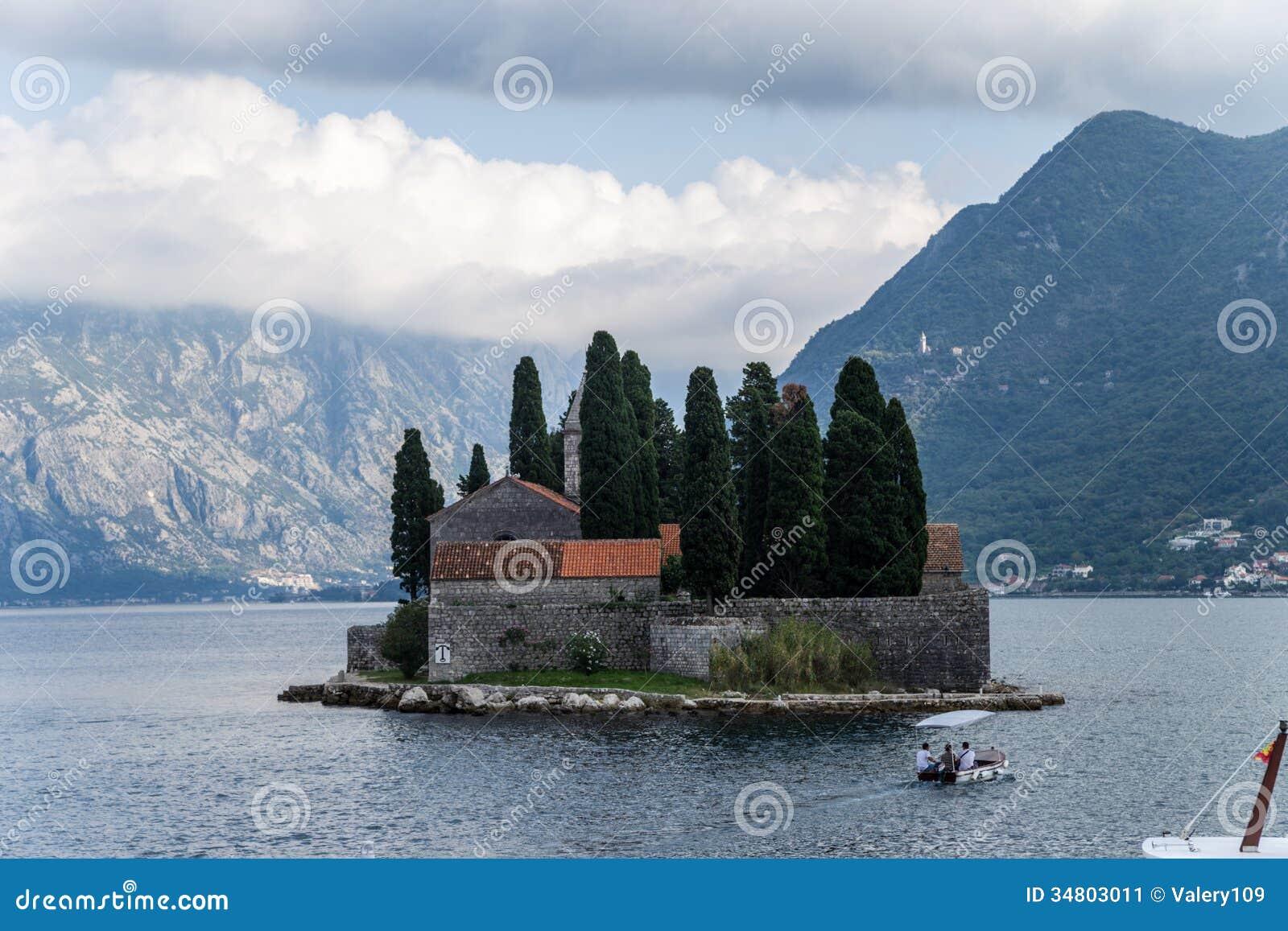 Montenegro. Eilandje van Heilige George bij de Baai van Kotor