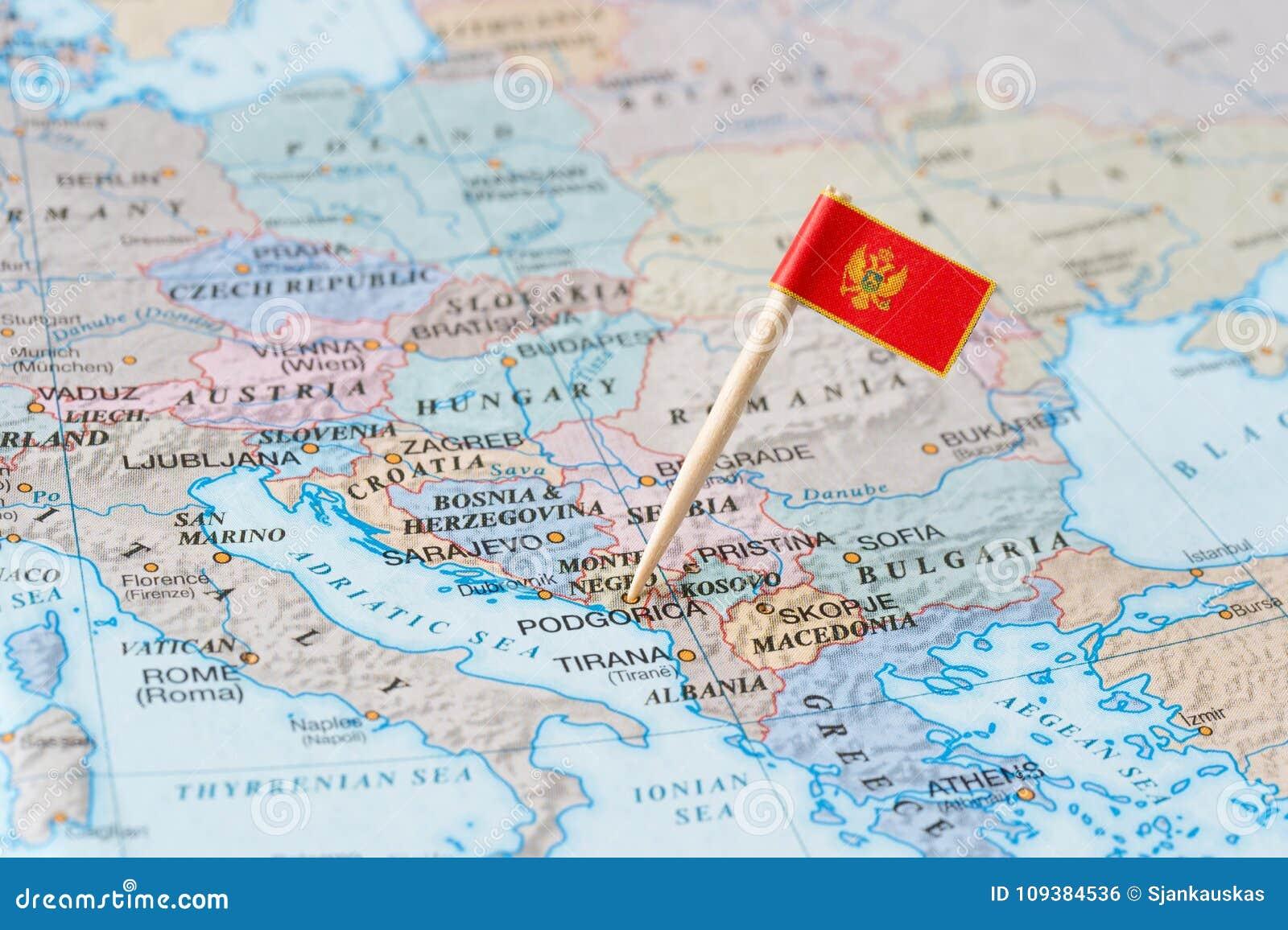 Montenegro mapa i flaga szpilka