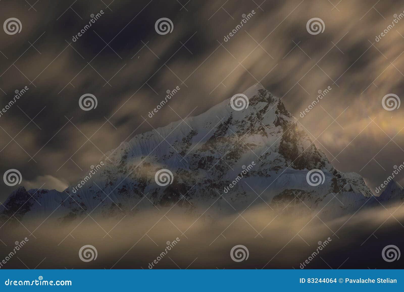 Montering Lhotse vid natt