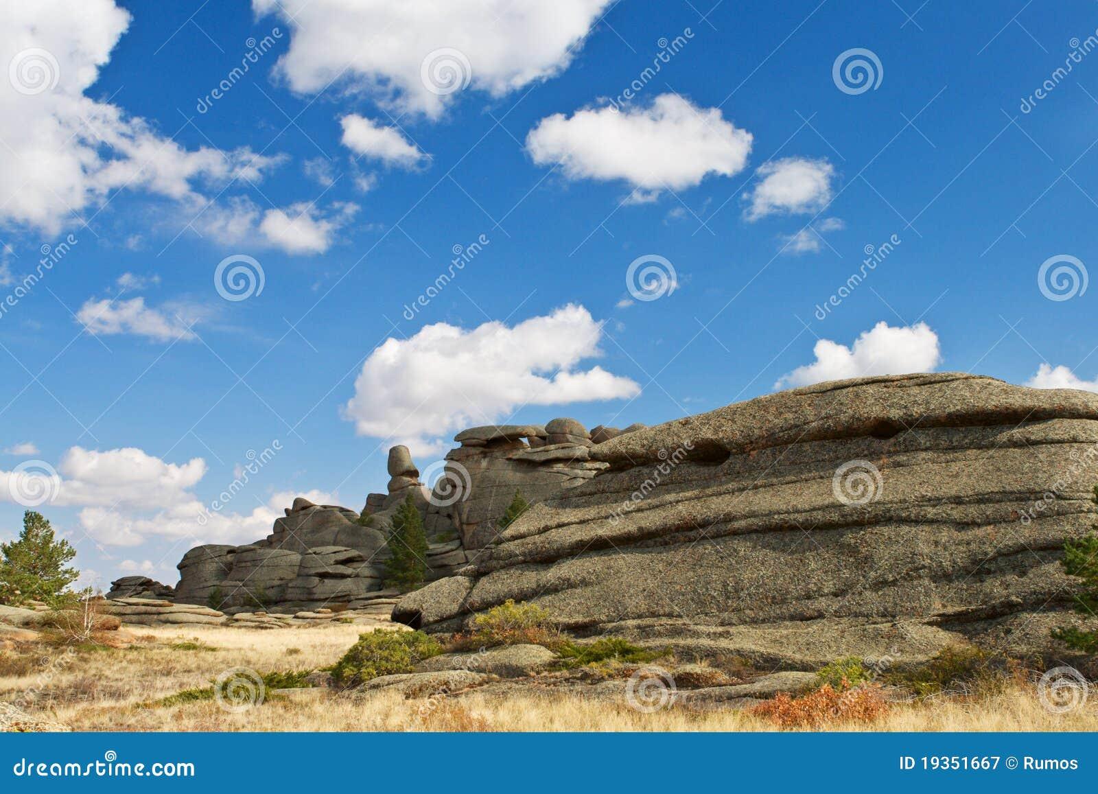 Montes. Paisagem das rochas do granito.