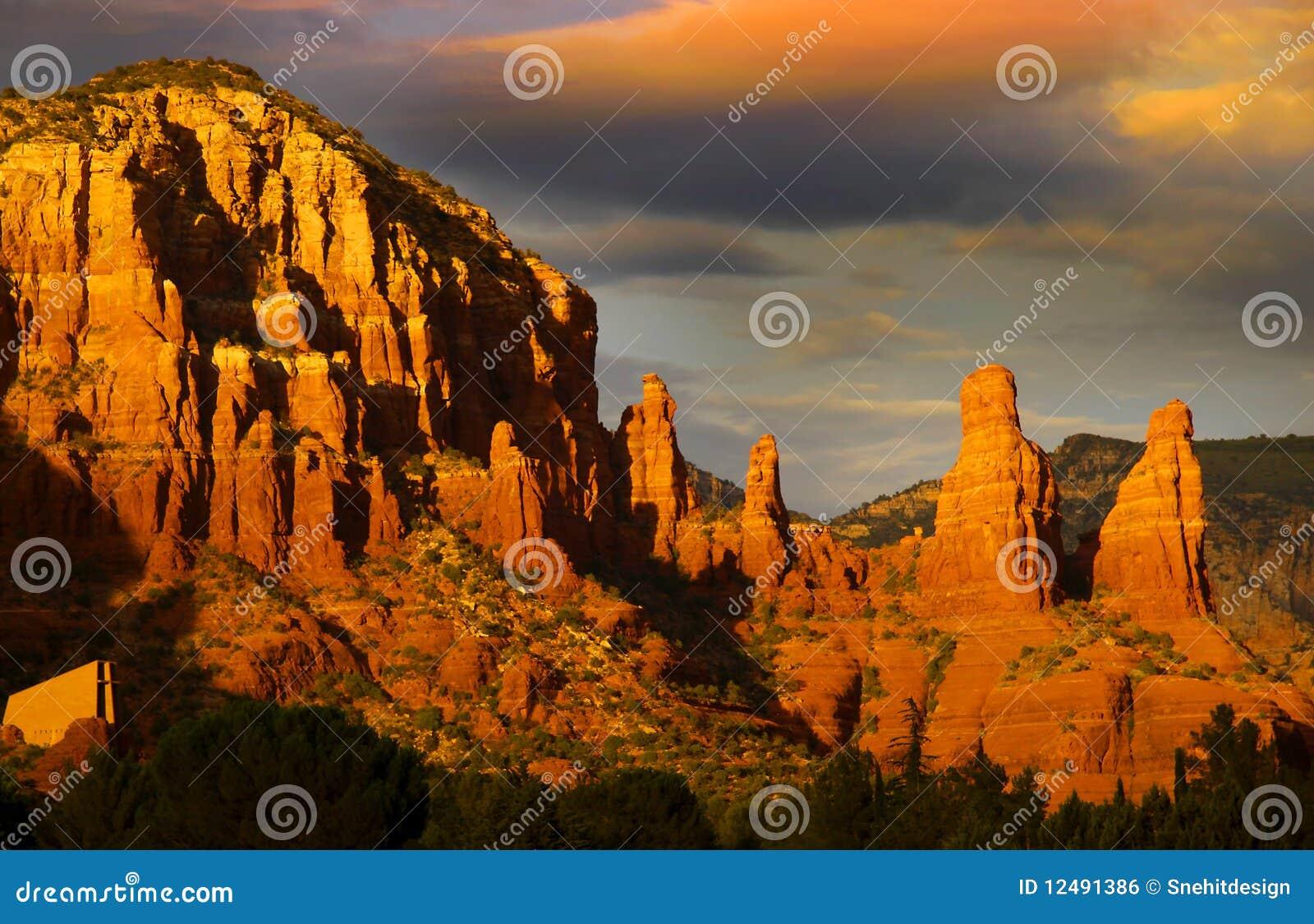 Montes vermelhos da rocha em Sedona