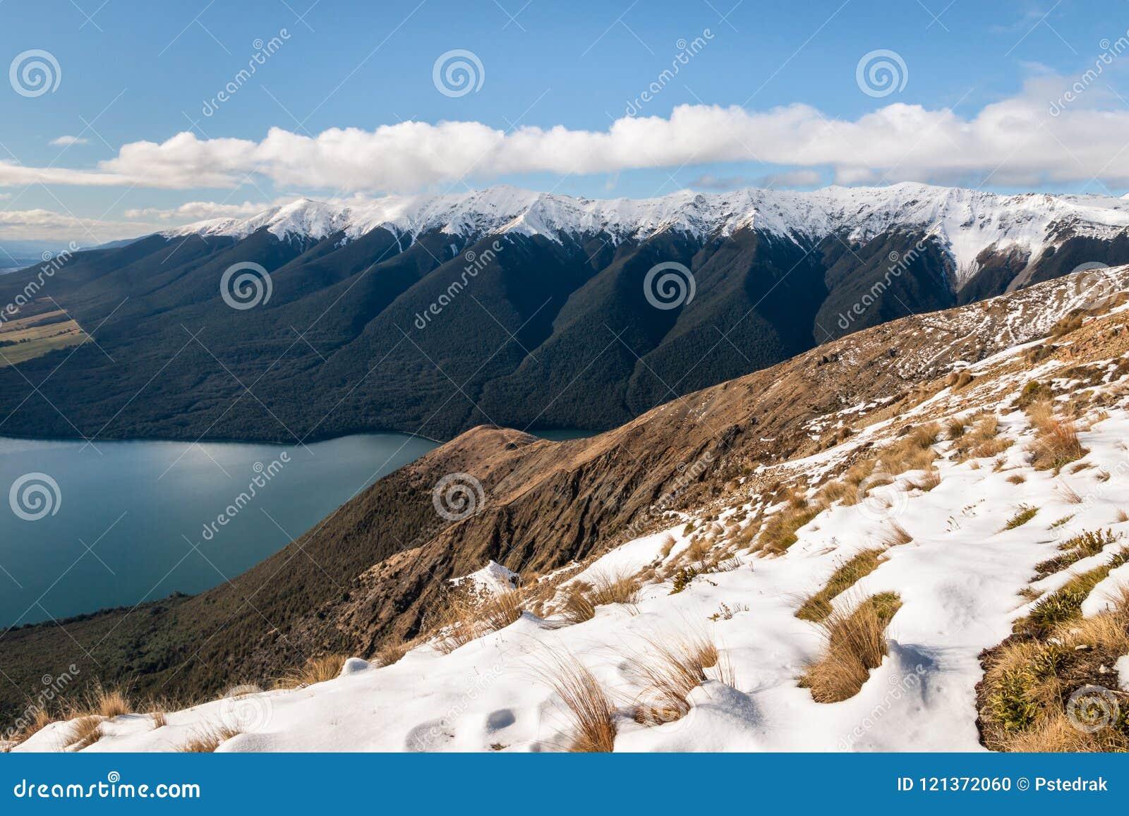 Montez Robert, lac Rotoiti et saint Arnaud Range en hiver, île du sud, Nouvelle-Zélande