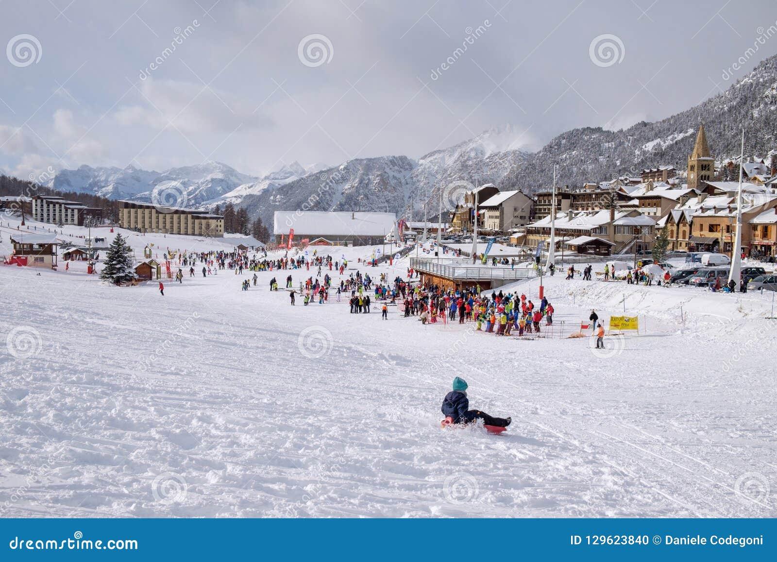 Montgenevre-Leuteskifahren Frankreich-Winter