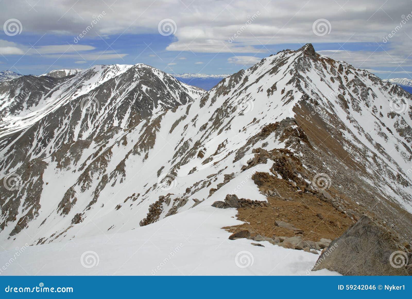 Download Montgomery Peak Según Lo Visto De La Cumbre Del Pico En Las Montañas Blancas, Nevada Del Límite Foto de archivo - Imagen de pico, cubo: 59242046