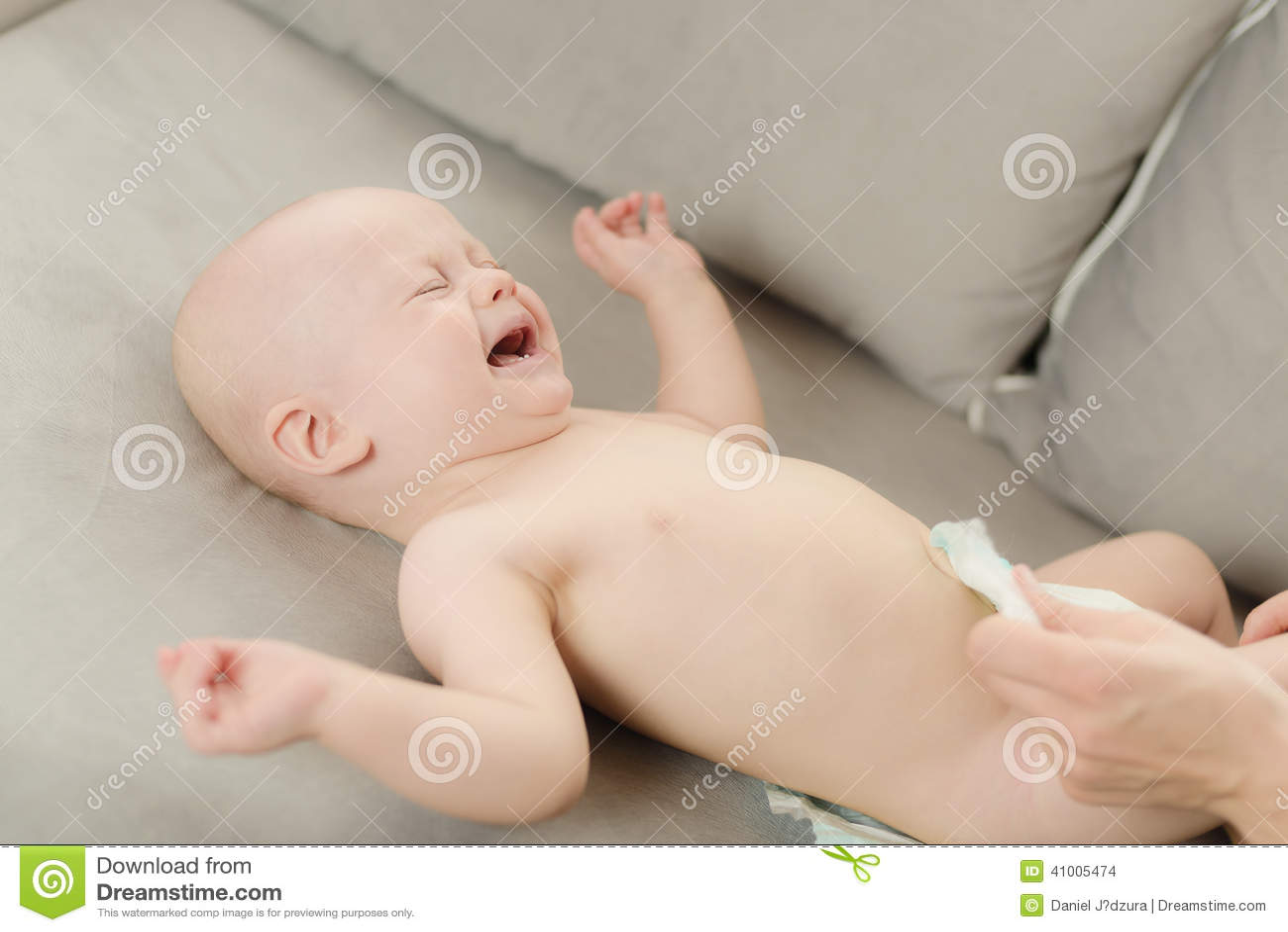CHANGING BABY BOY DIAPER
