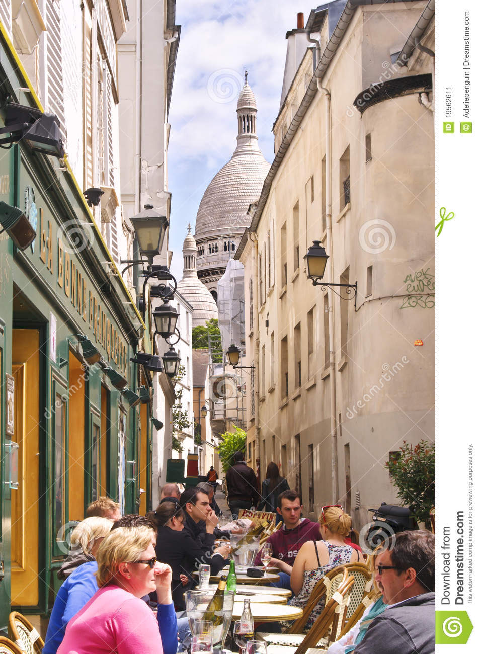 Montmartre Cafe Paris Editorial Photo Image Of Eating