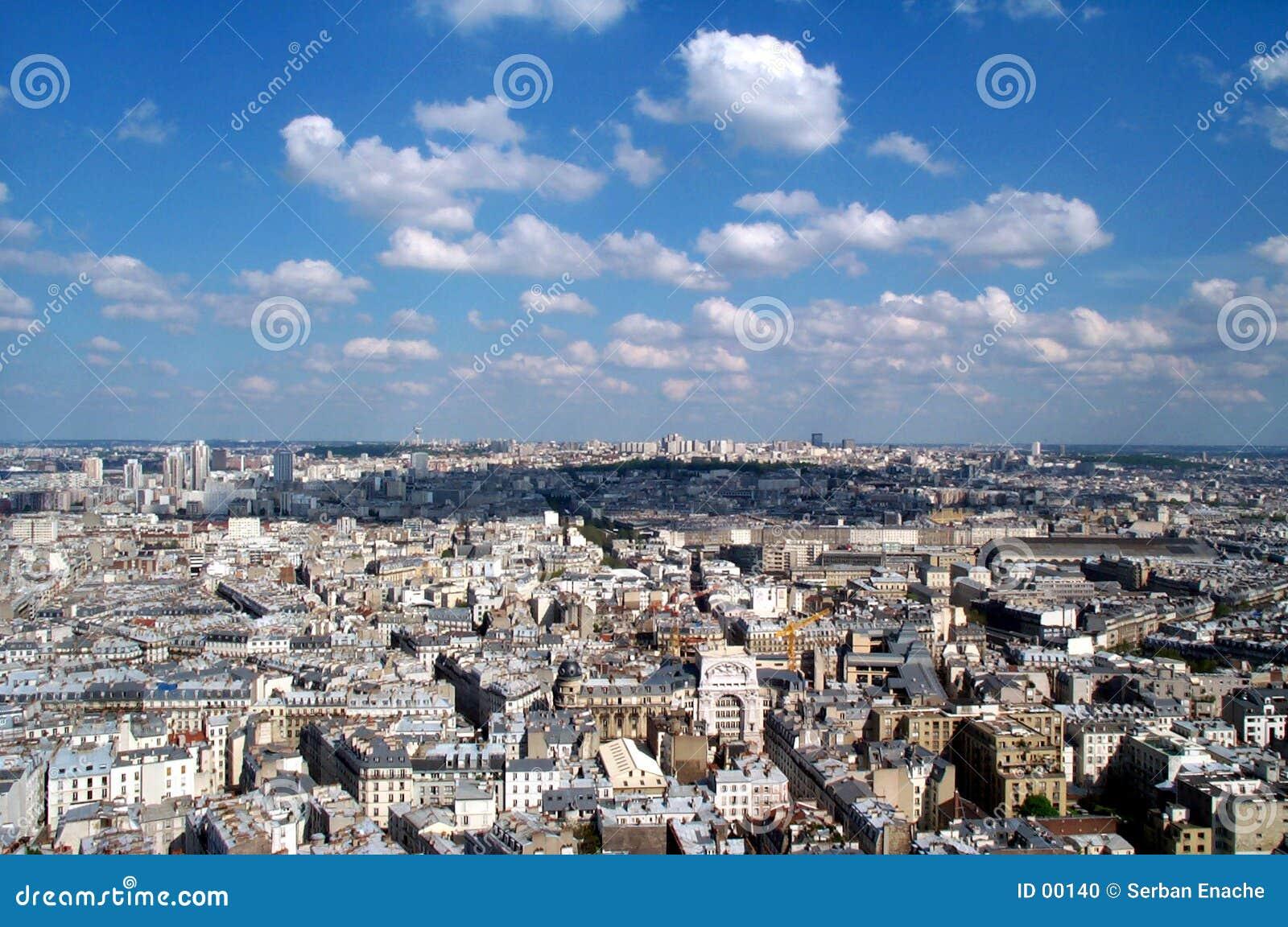 Montmartre för 2 blue över skyen