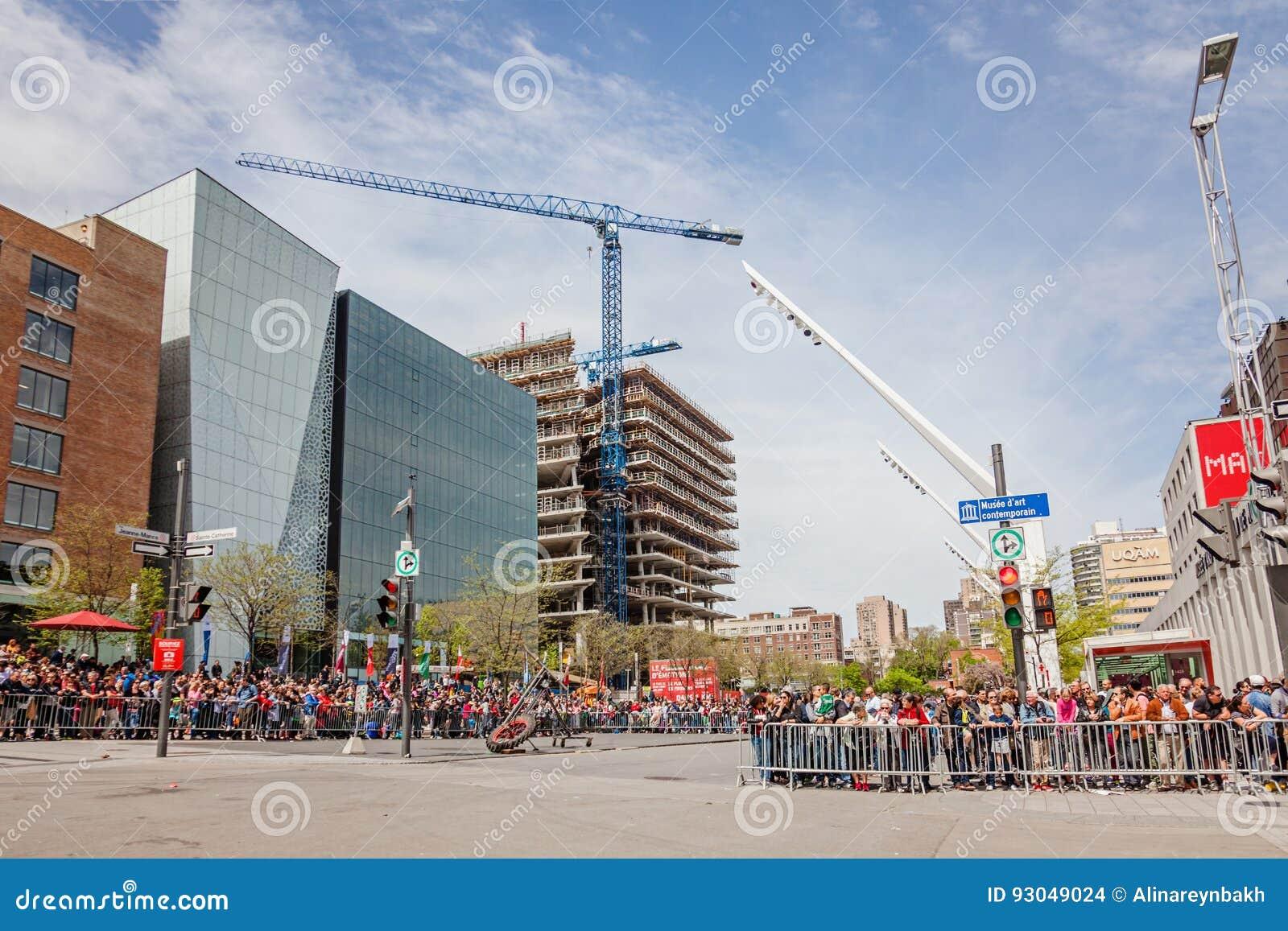 Montréal, Québec, Canada - 21 mai 2017 : Placez les festivals de DES - l espace d événement en plein air Attente de foule