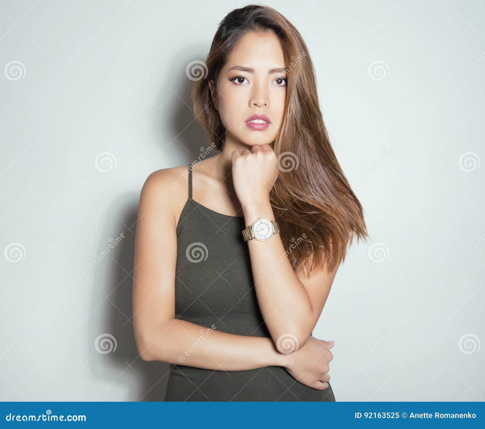 Montre Bracelet Femme Belle Port Image Jeune Asiatique De dQoCBWxre