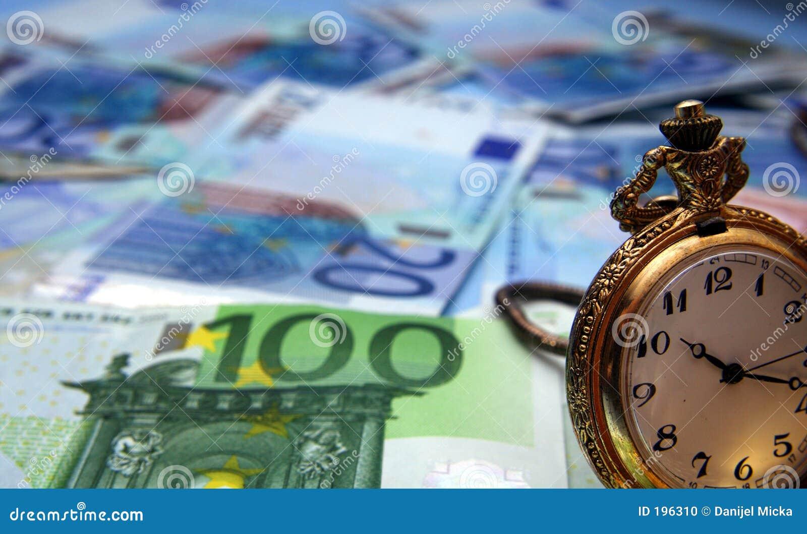 Montre de main et euro factures