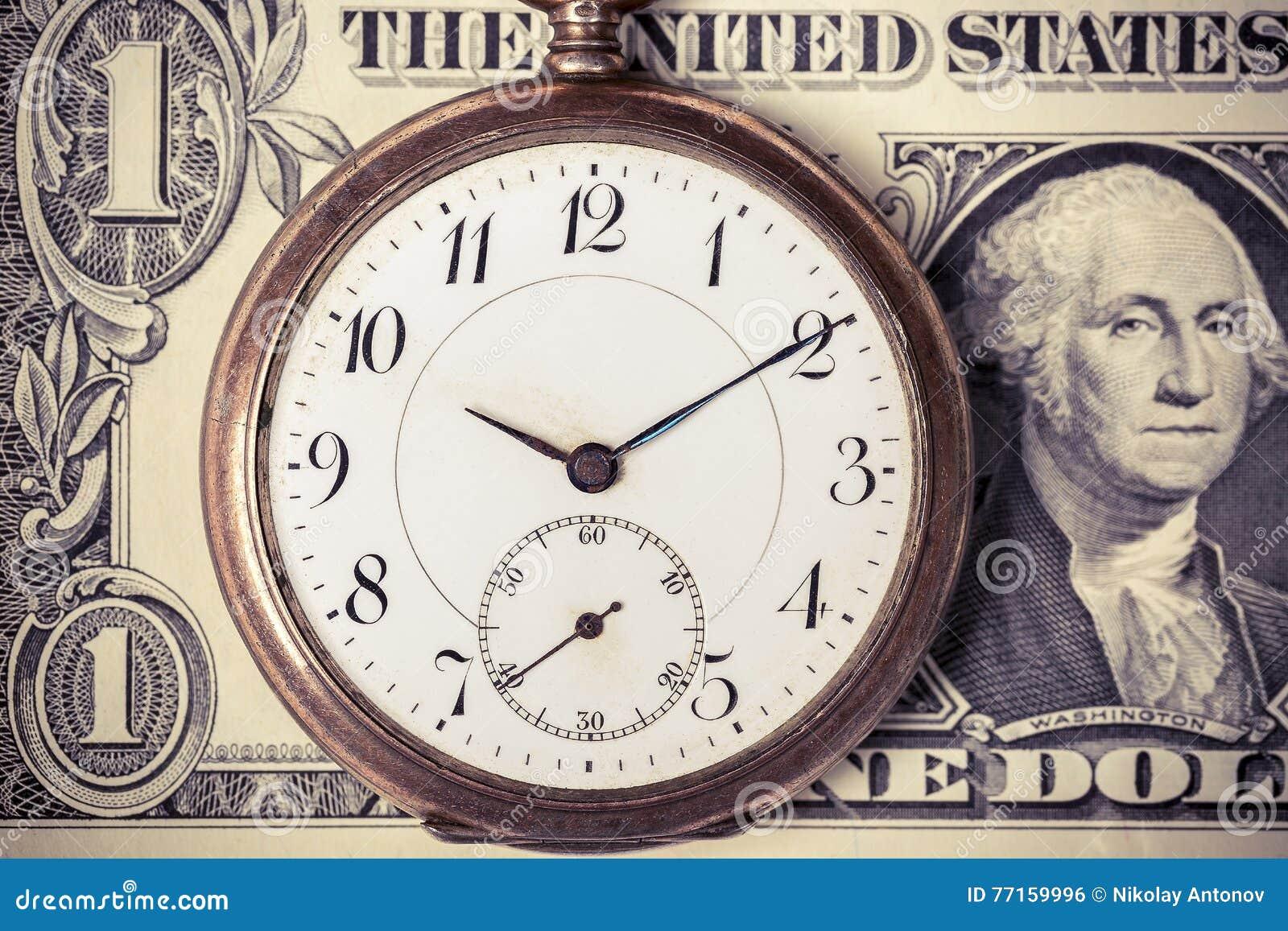 Montre de poche de vintage sur le billet de banque du dollar