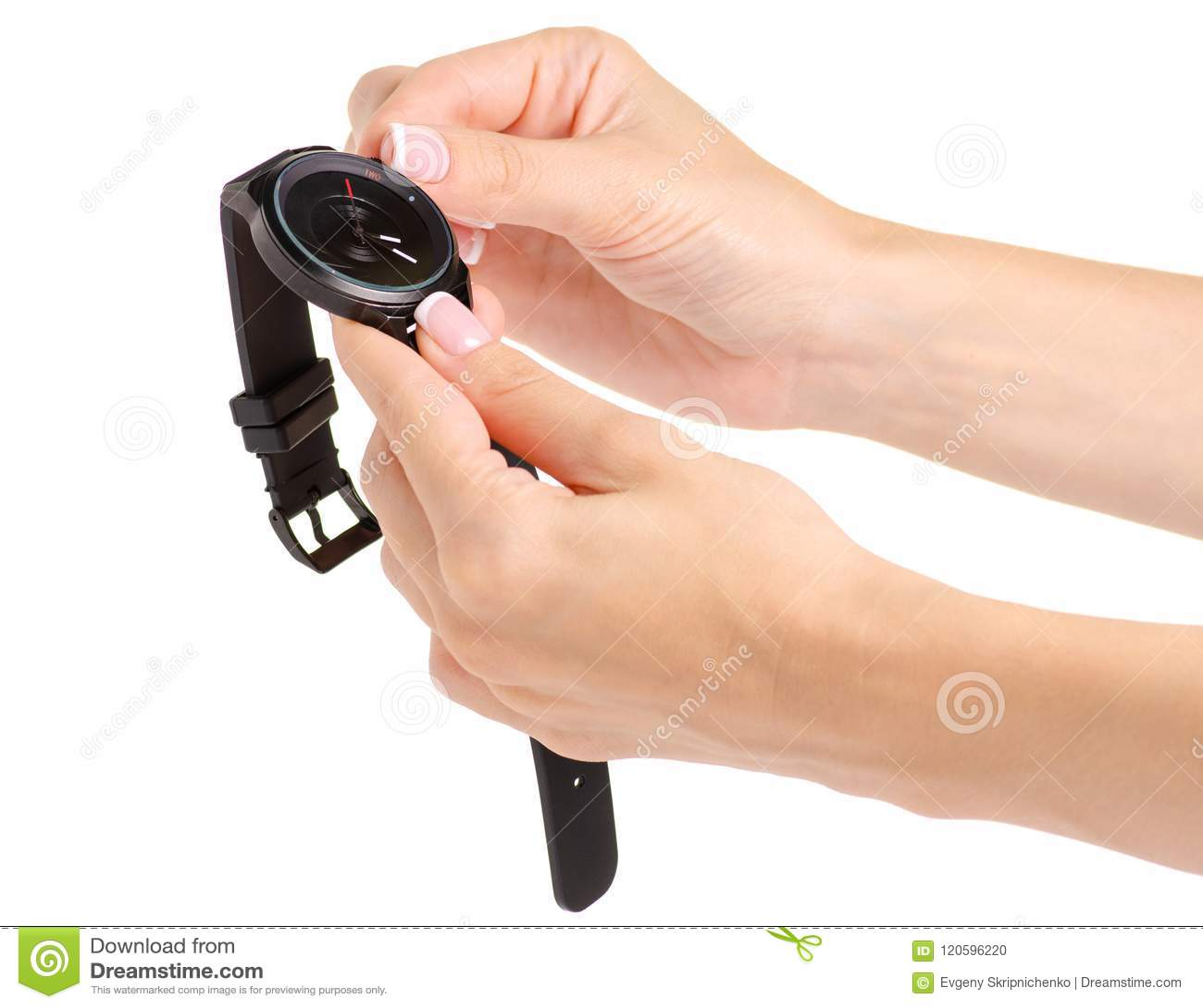 Montre noire femelle dans la main d un bracelet en caoutchouc