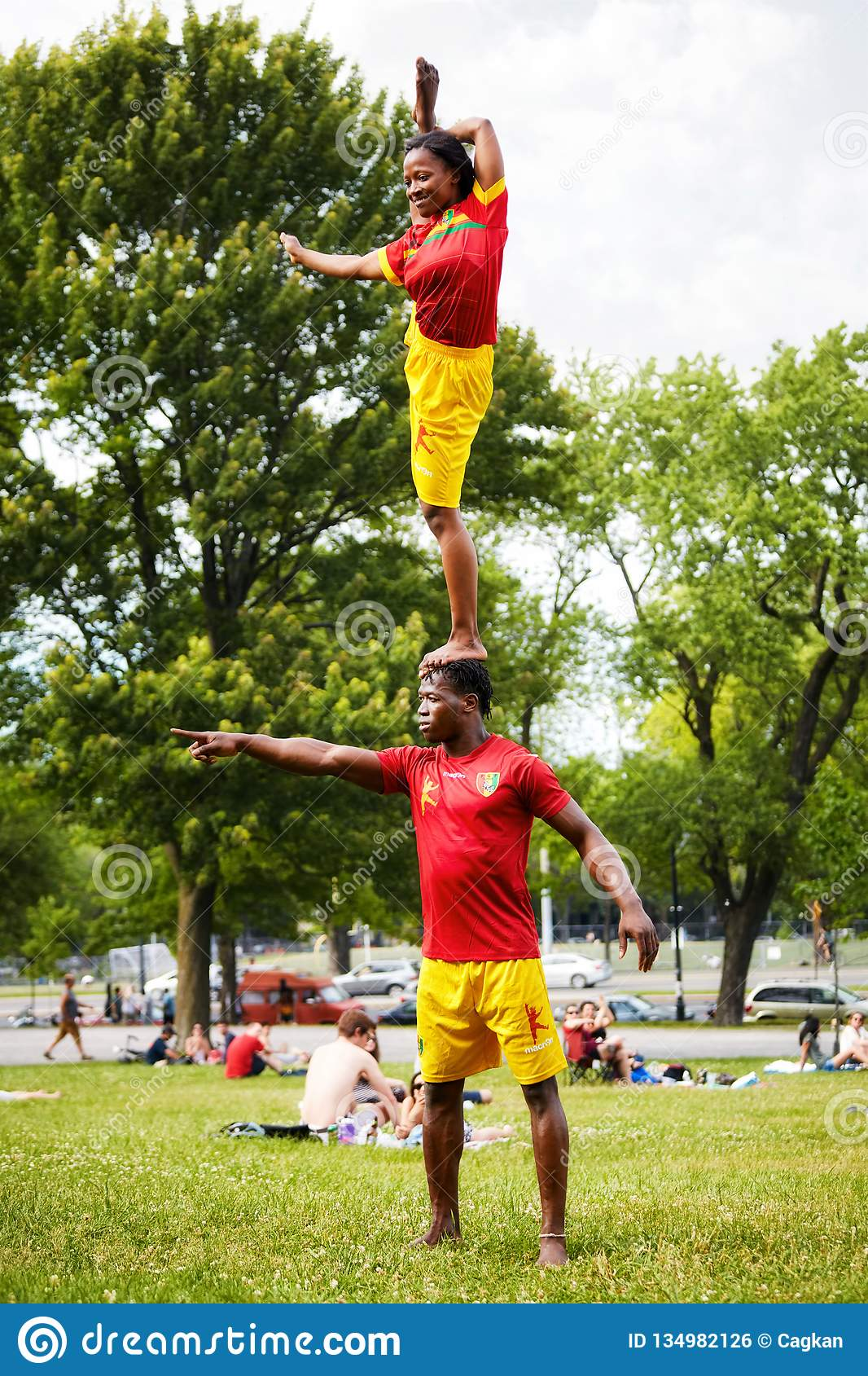 African American couple performing acrobatics show in front of the audiance in Mount Royal Park