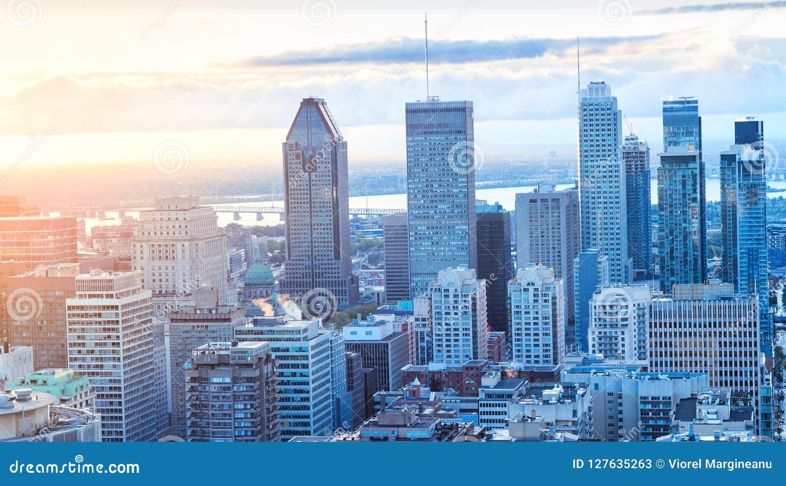 Montreal, CANADA - 29 September 2018 De stad van Montreal bij zonsopgang