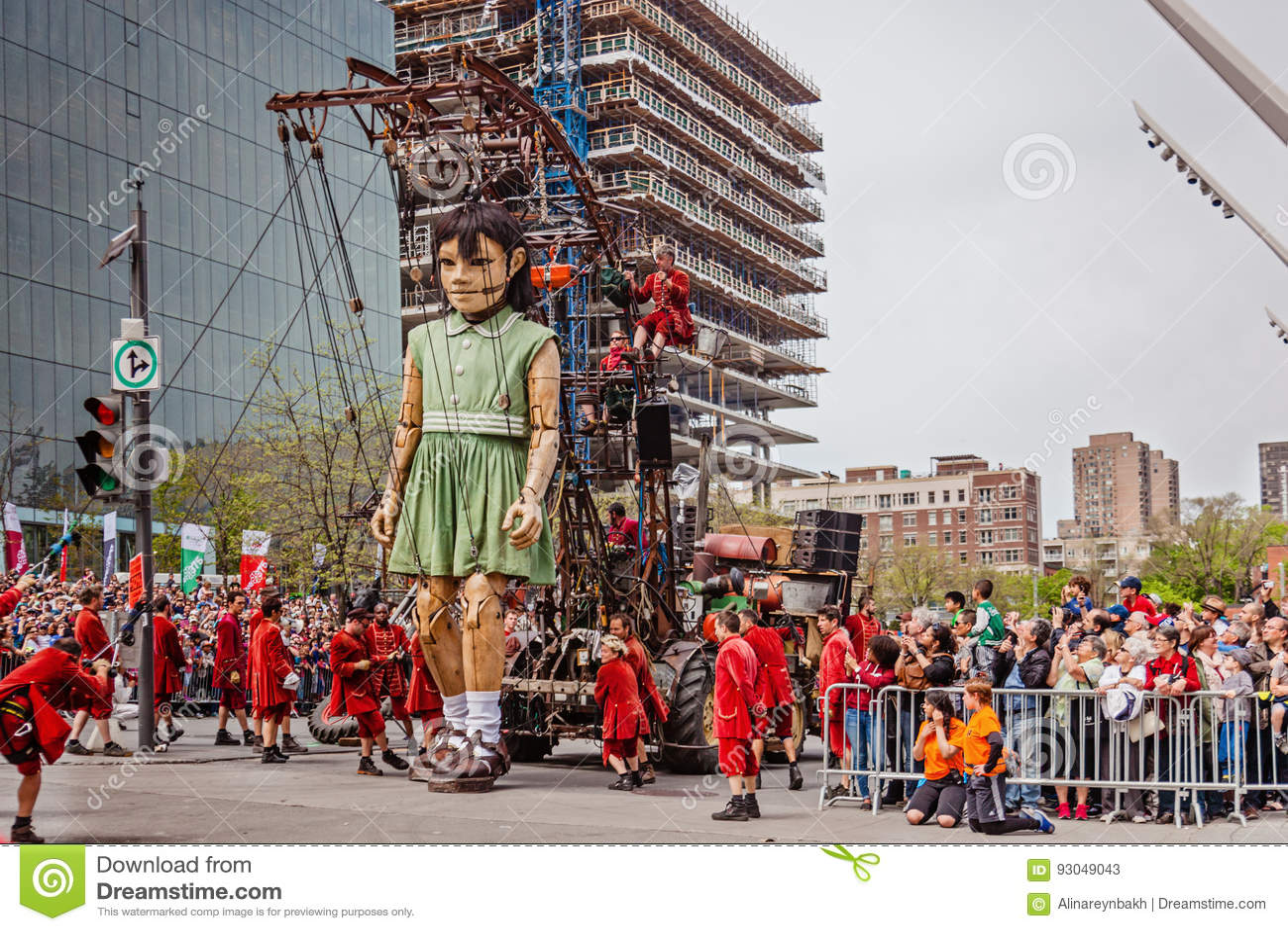Montreal Quebec, Kanada - Maj 21, 2017: Ställedes-festivaler - frilufts- händelseutrymme De jätte- dockorna av den kungliga den L