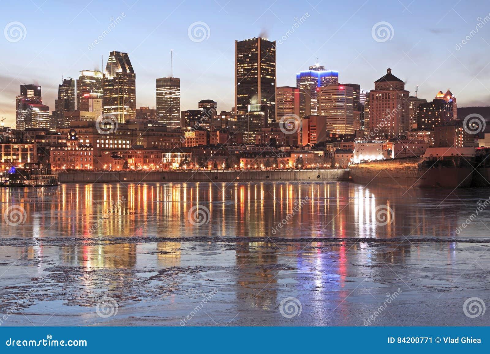 Montreal-Skyline an der Dämmerung im Winter