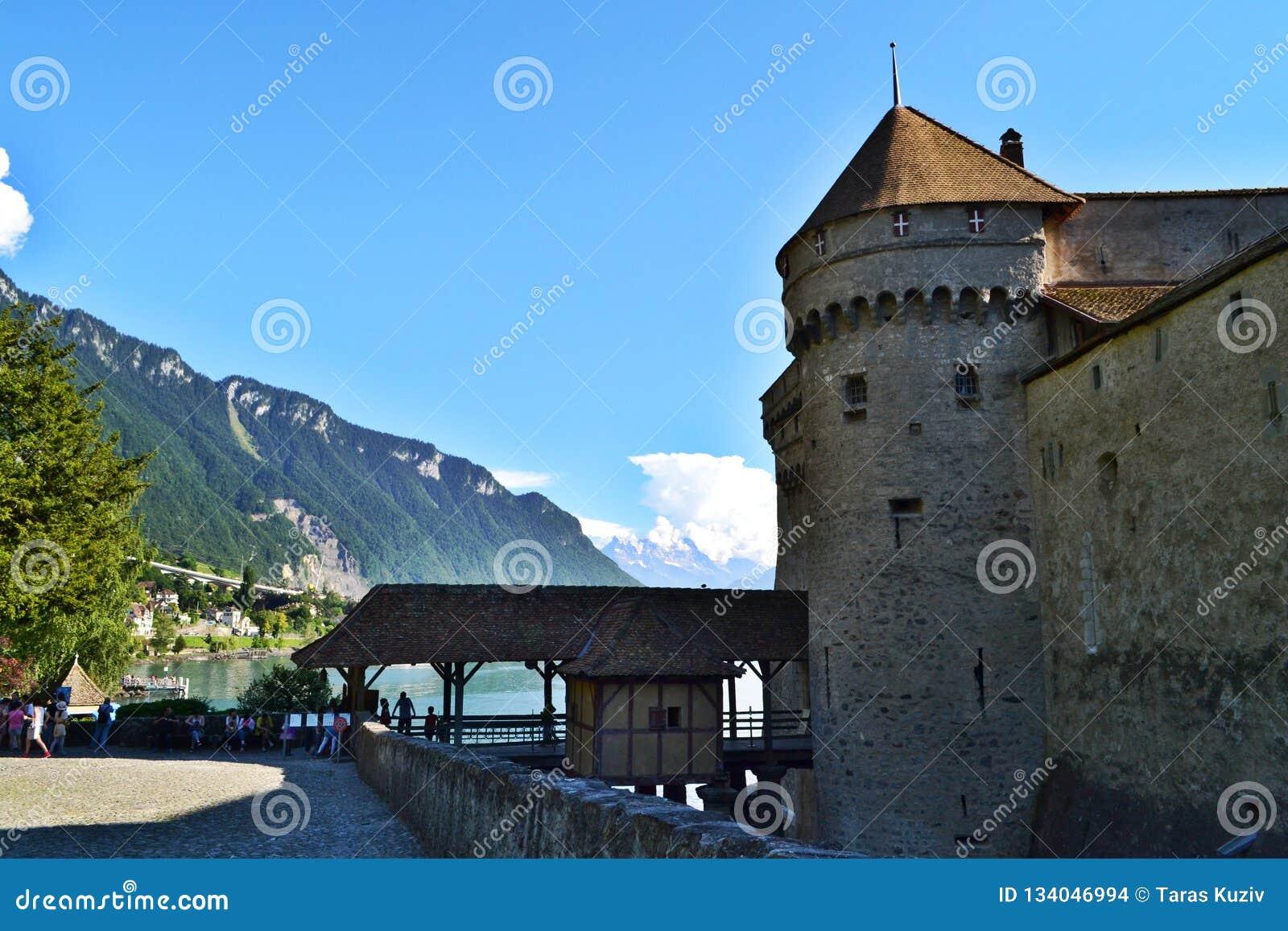 Montreaux/Suiza - 16 de julio de 2014: Entrada al castillo de Chillon