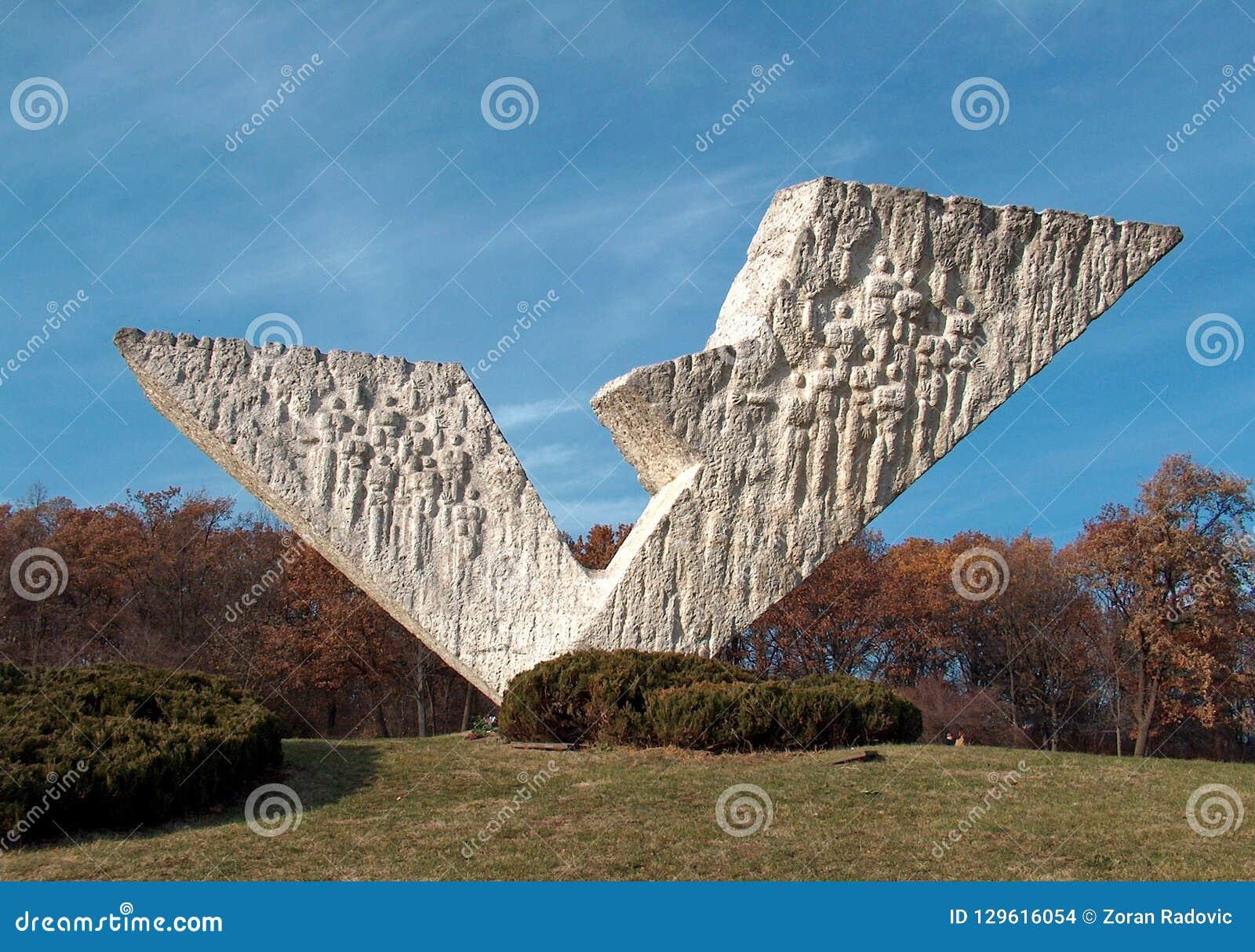 Monument 'des defekten Flügels 'in Kragujevac