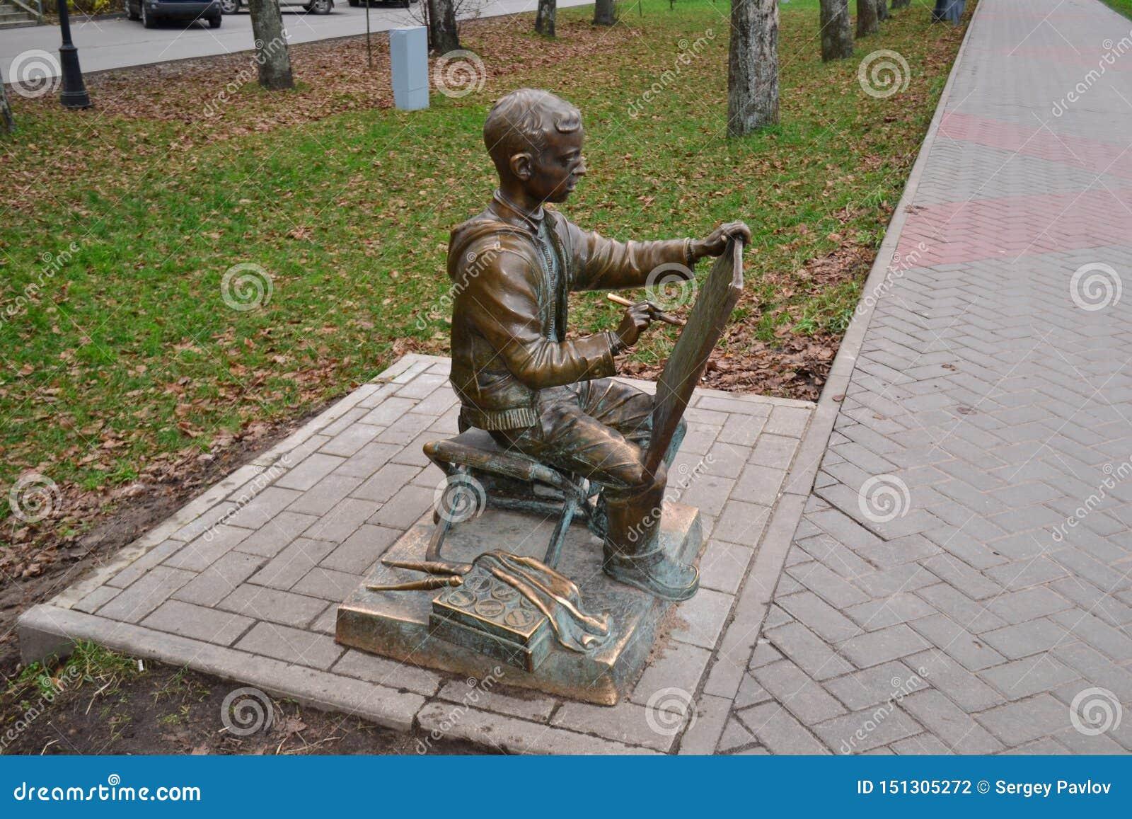Monument aan de jonge kunstenaar in Veliky Novgorod, 2010