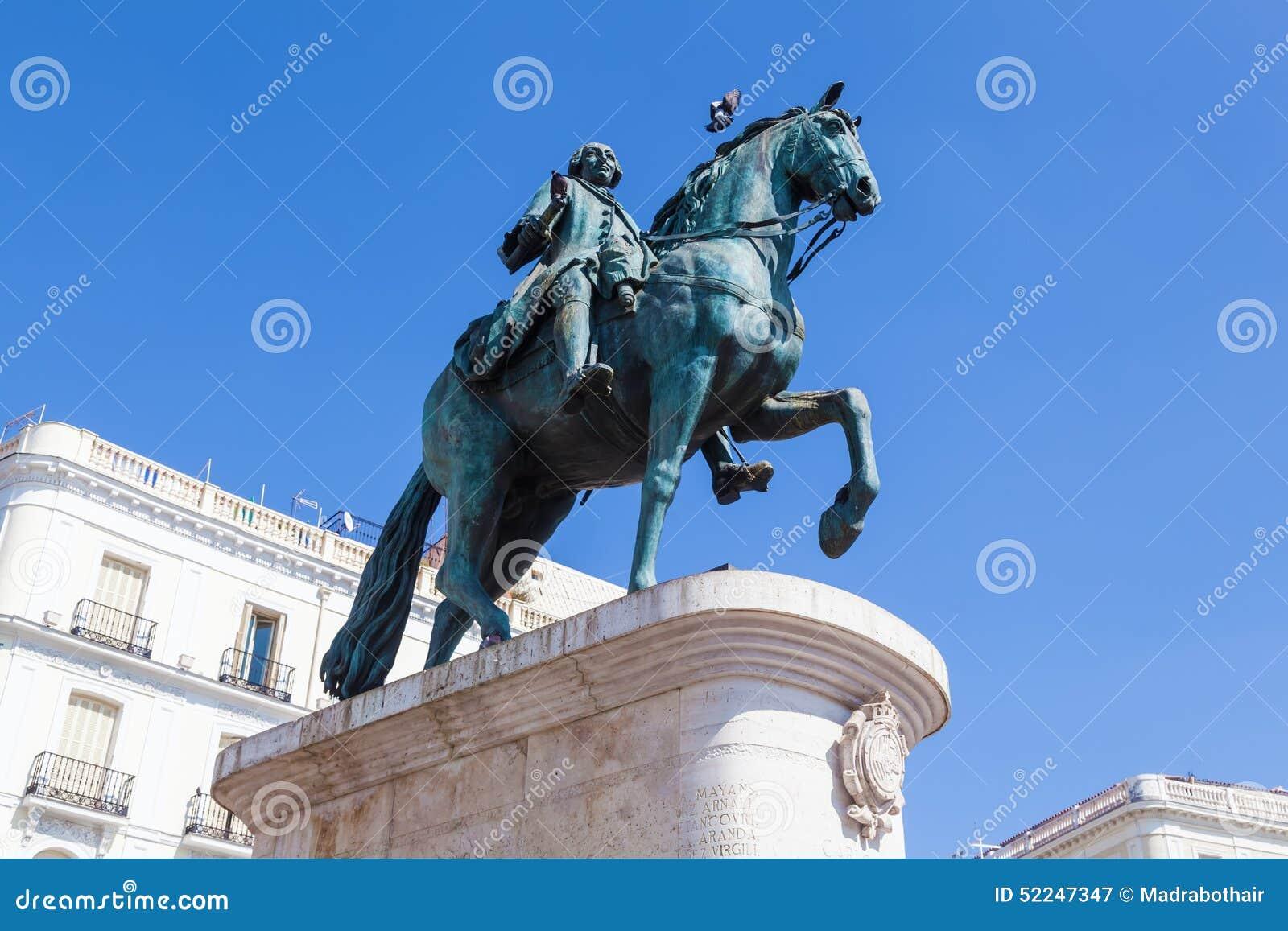 Monument aan Koning Charles III in Madrid, Spanje