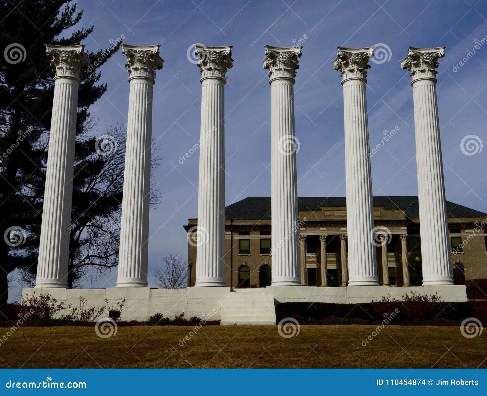 Monument av kolonner på den Westminster högskolan