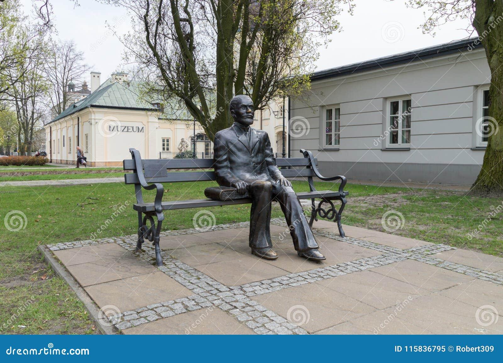 Monument de banc de Stefan Zeromski Stefan Zeromski est auteur polonais nommé au prix Nobel en littérature