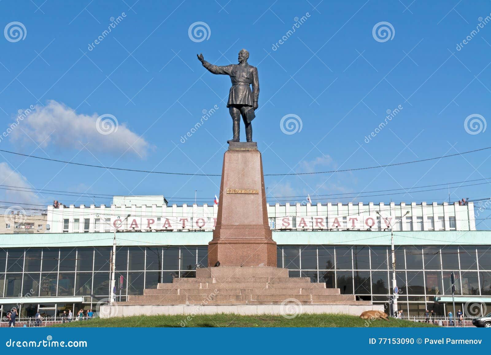 Monument de Felix Dzerzhinsky vis-à-vis de gare ferroviaire