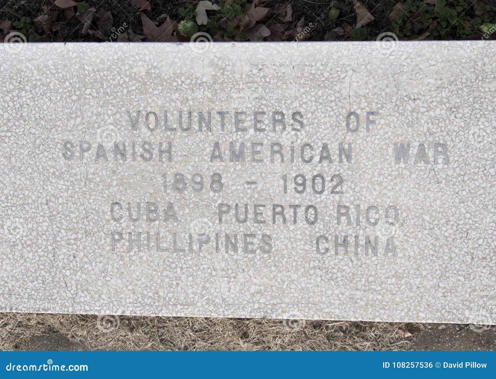 Monument de guerre de vue de plan rapproché consacré aux morts de toutes les guerres dans les vétérans jardin commémoratif, Dalla