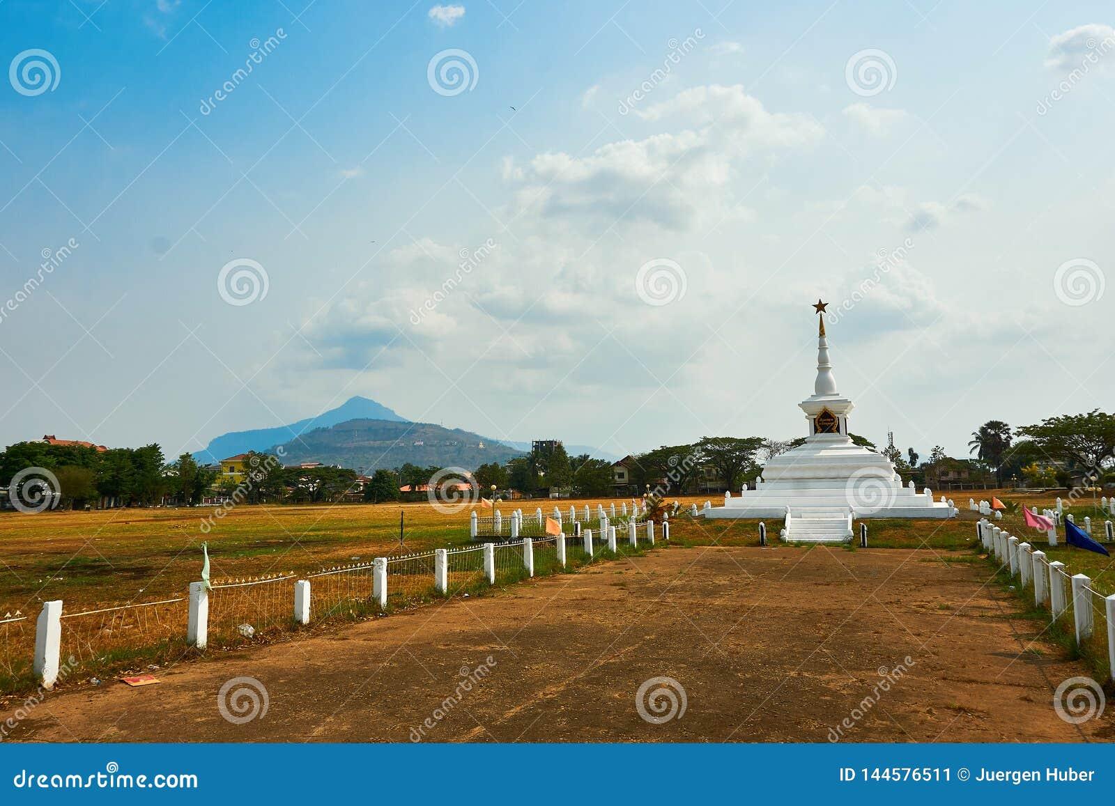 Monument de Keysone dans le pakse Laos à la saison sèche