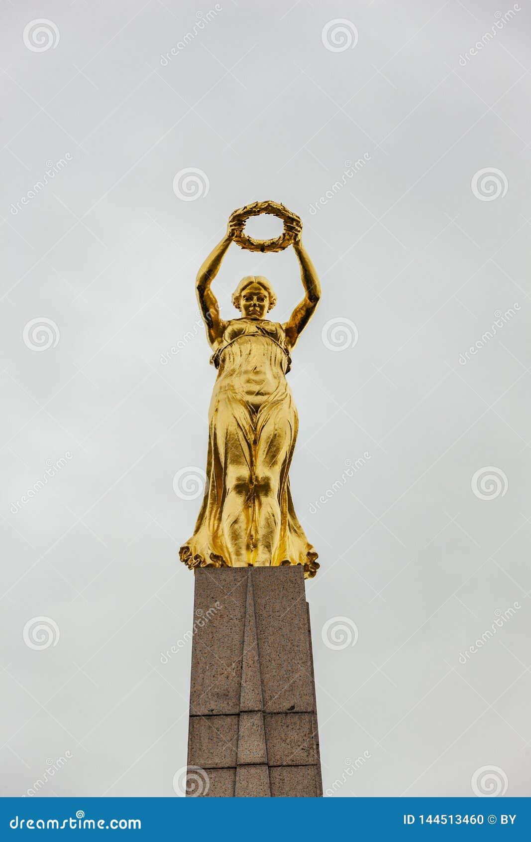 Monument Gelle Frå Luxembourg City