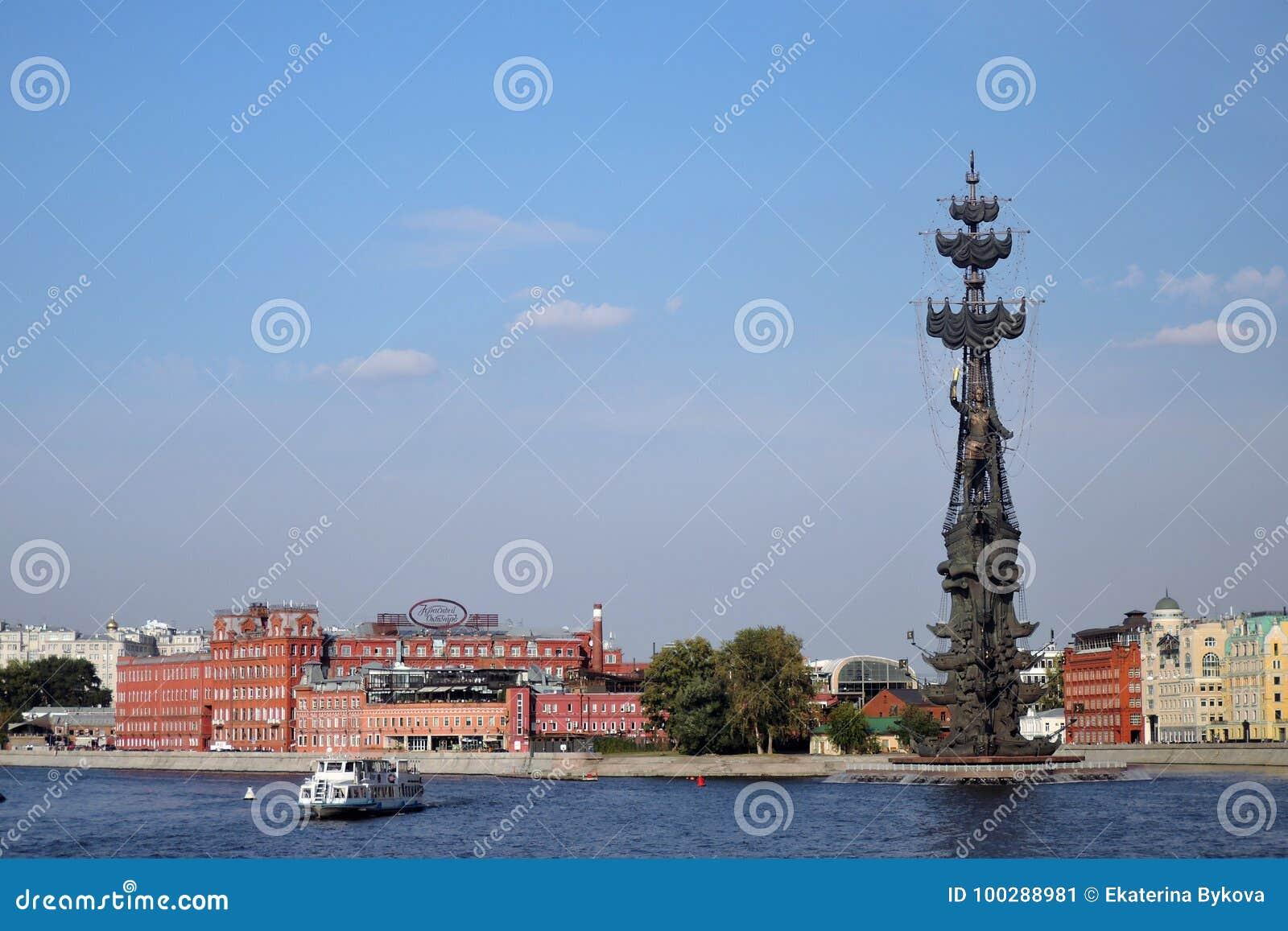 Monument in herdenking van de 300ste verjaardag van de Russische Marine