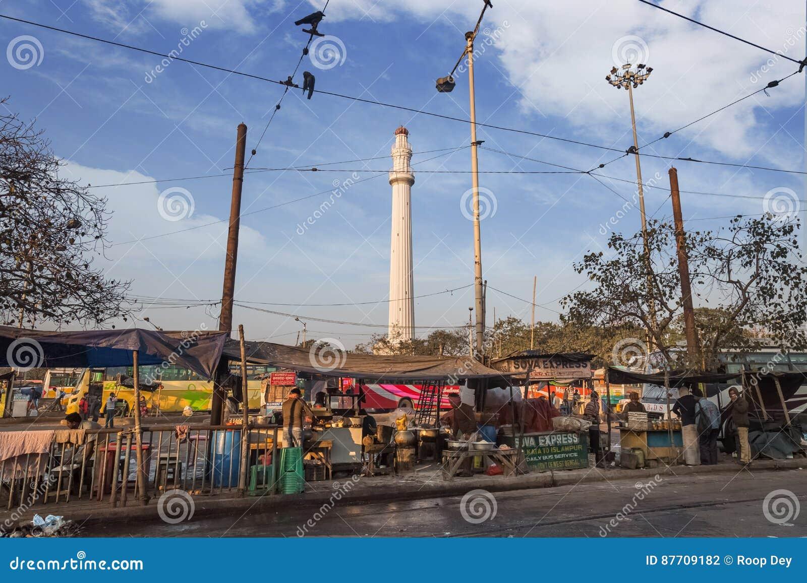 Monument historique ou Shaheed Minar d Ochterlony un point de repère notable comme vu d une rue dans Kolkata près de Chowringhee