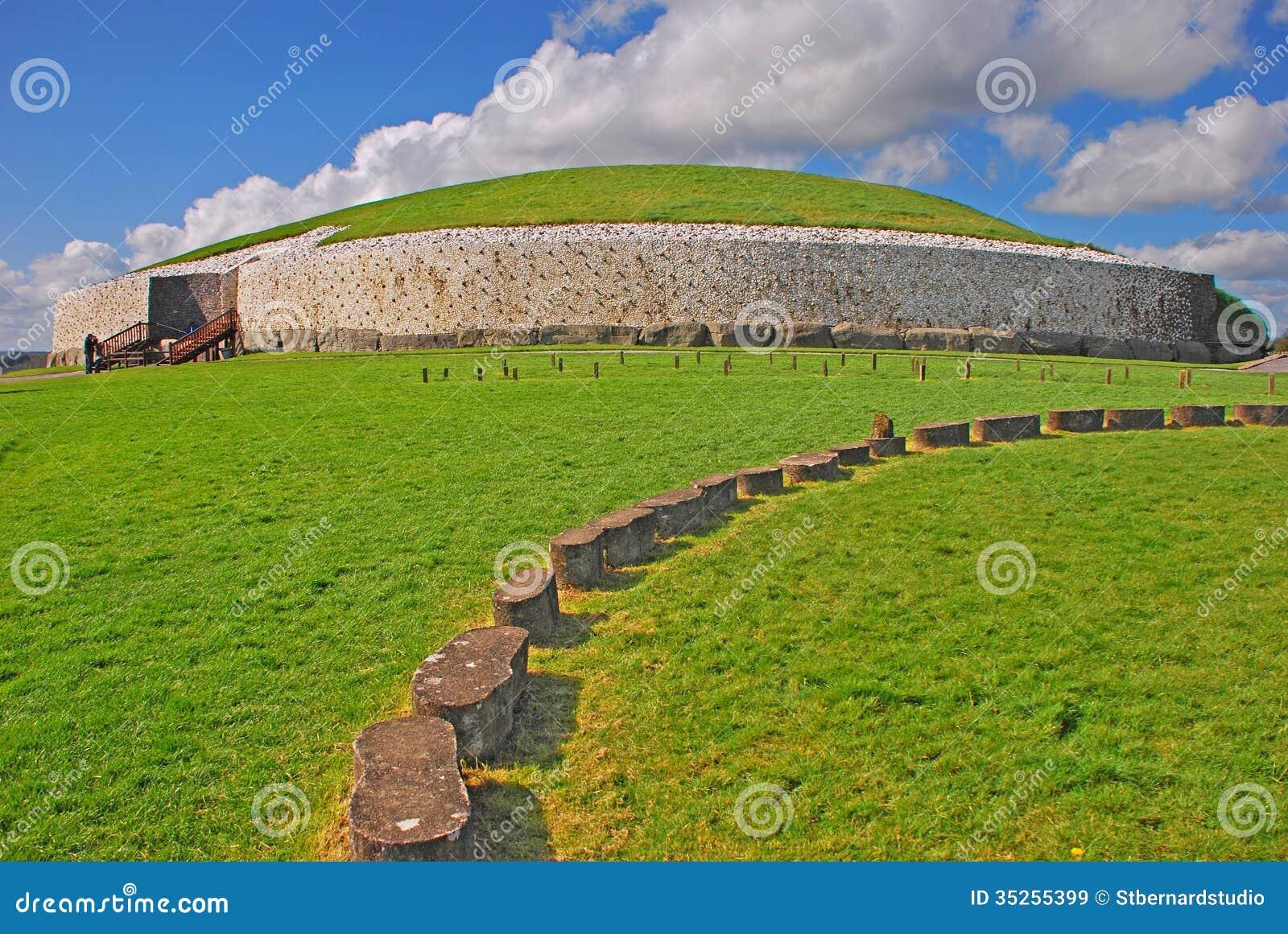 Monument préhistorique de Newgrange dans le comté Meath Irlande