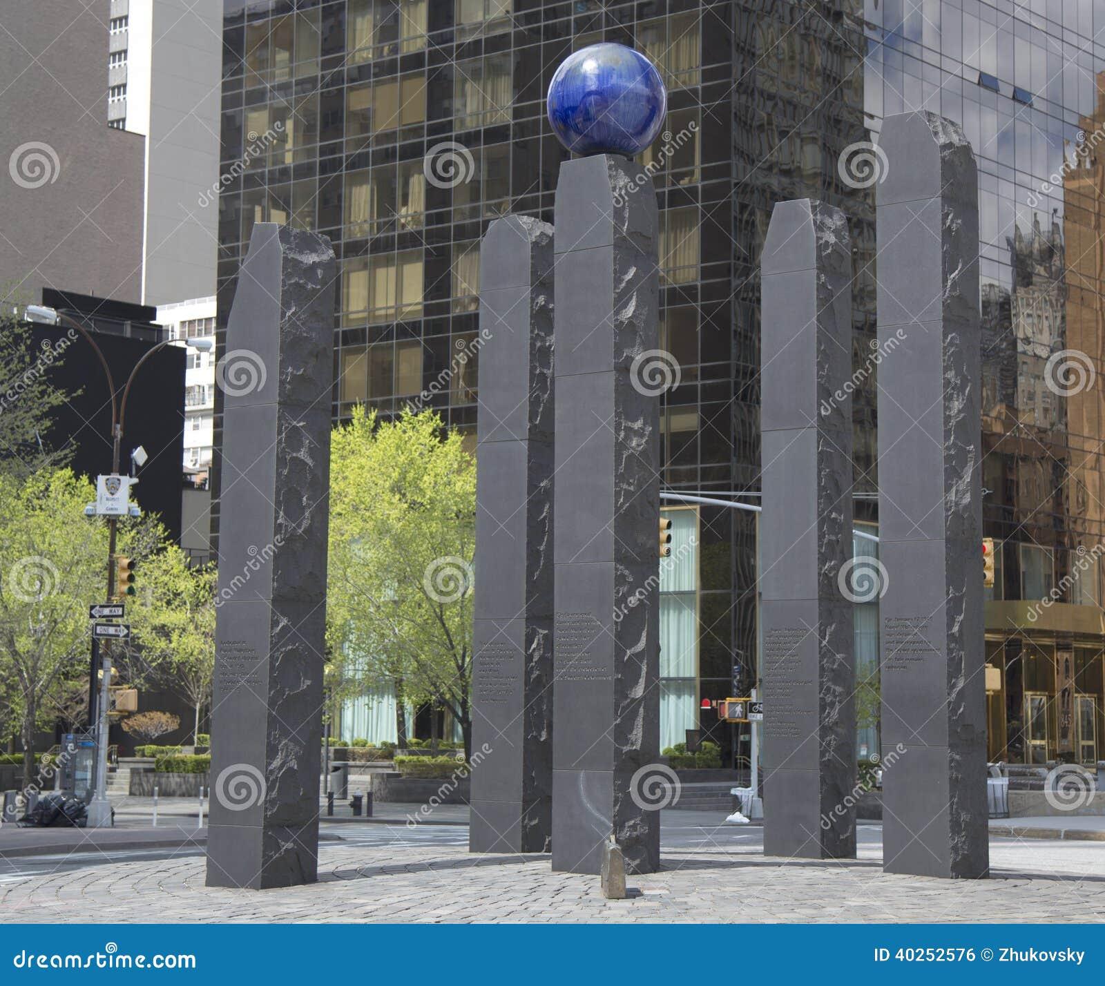 Monument som är hängiven till Raoul Wallenberg i Manhattan