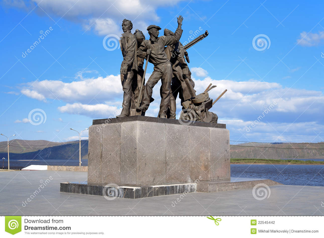 Monument to first builders of komsomolsk on amur stock for Builders first