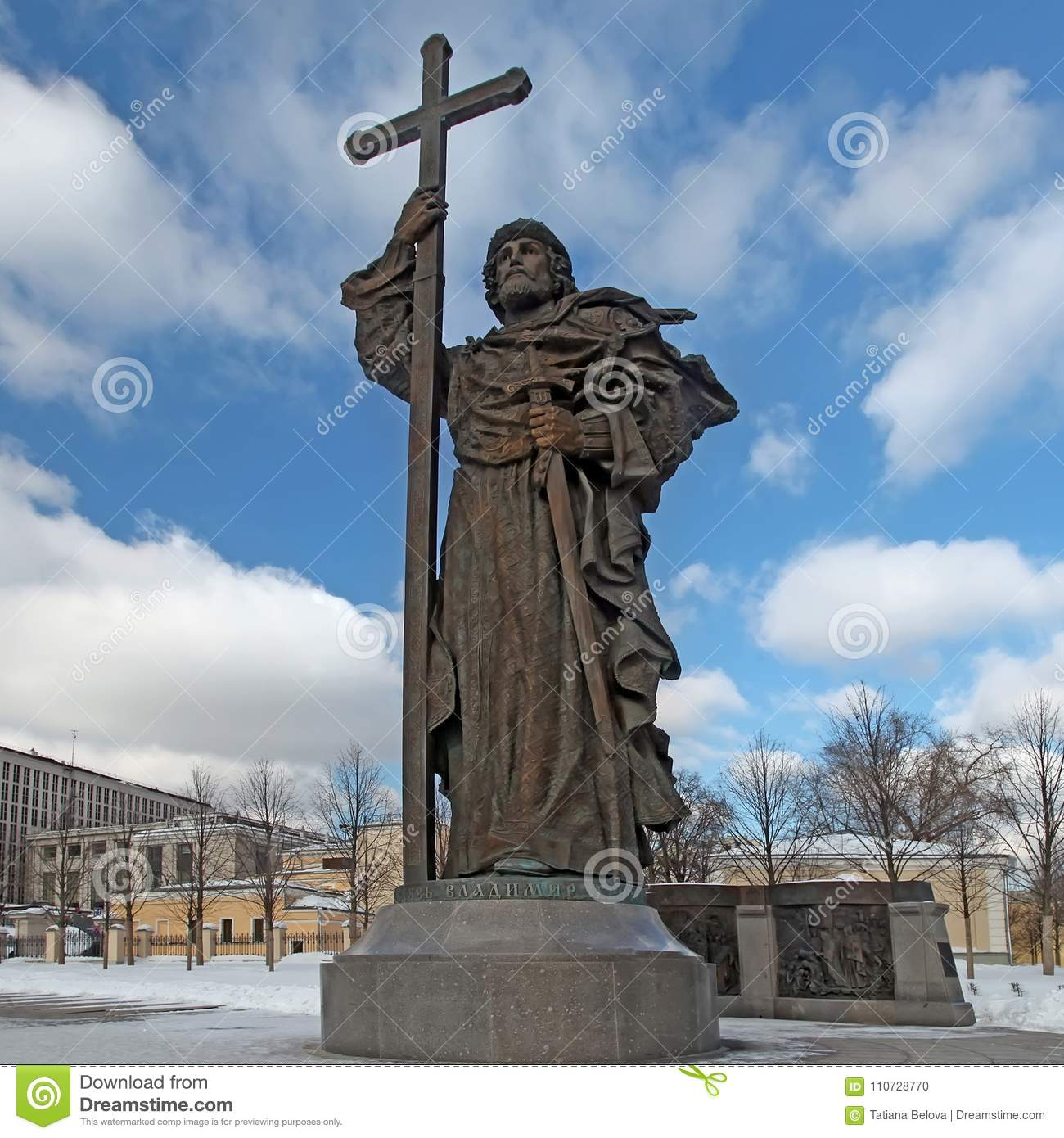 Where is the monument to Prince Vladimir in Moscow 6