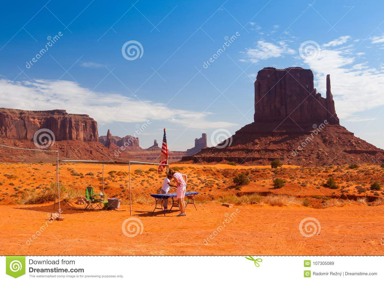 Monument Valley In The Navajo Tribal Park Usa Editorial Stock Image Image Of People Mountain 107305089