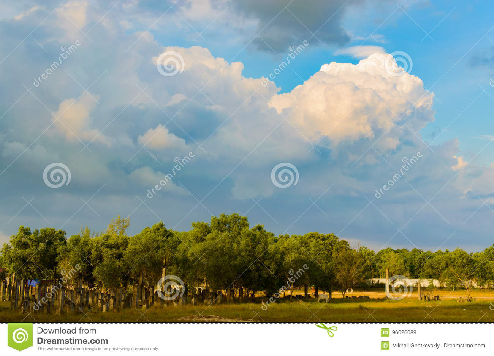 Monumentalne ogromne chmury