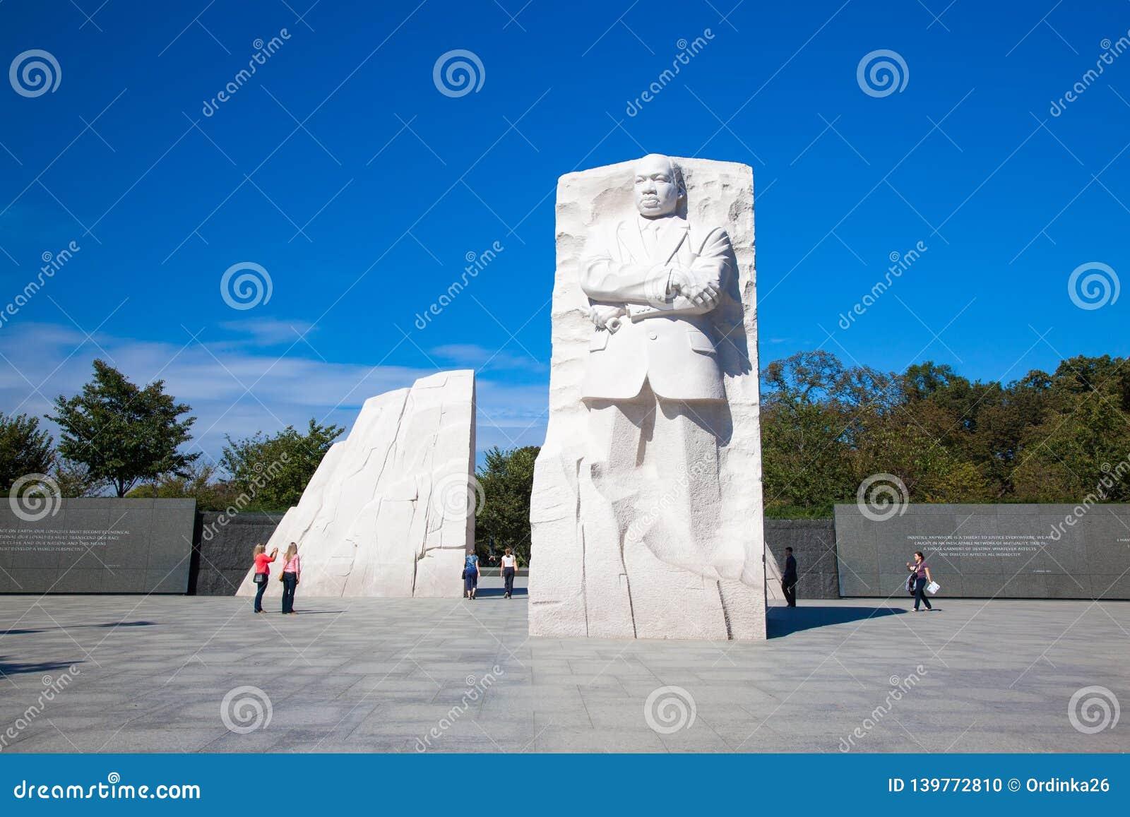 MonumentDr Martin Luther King Jefferson minnesmärke på den soliga dagen Statyn