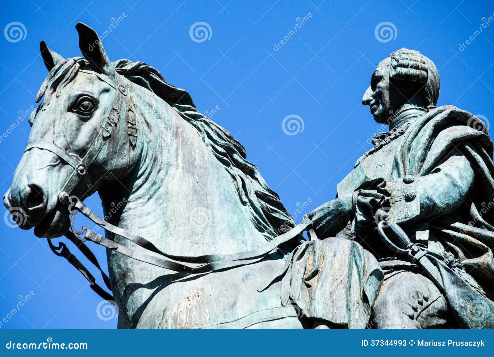 Monumentet av Charles III på Puerta del Sol i Madrid, Spanien