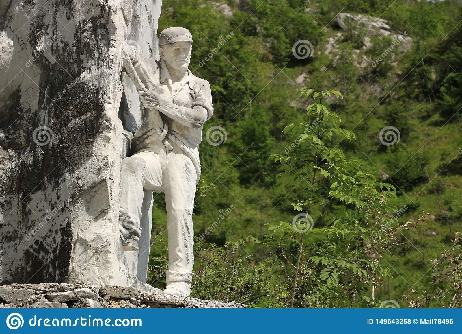 Monumentet till tecchiaioloquarrymanen till Carraraen marmorerar quar