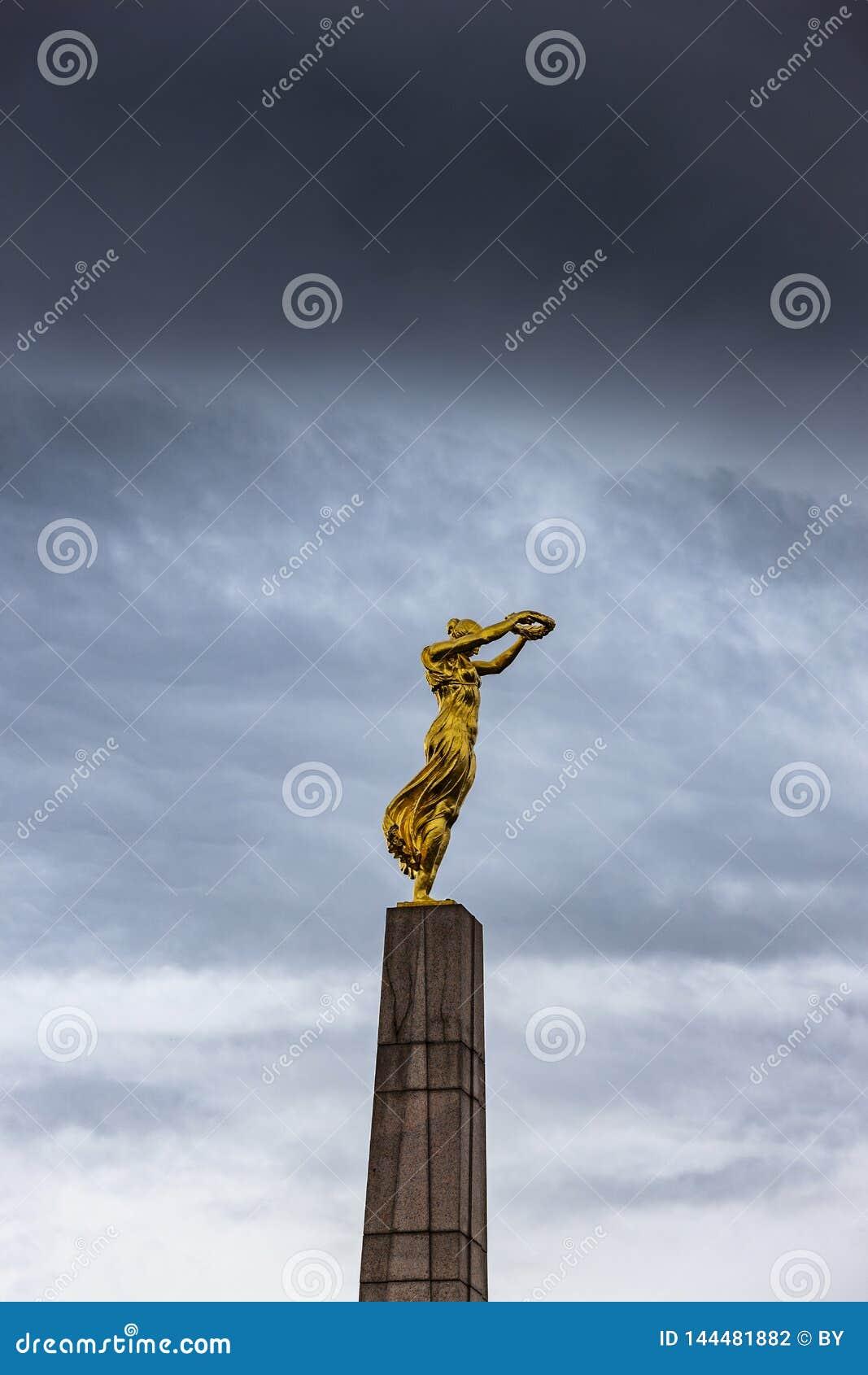 MonumentGelle Frå Luxembourg stad